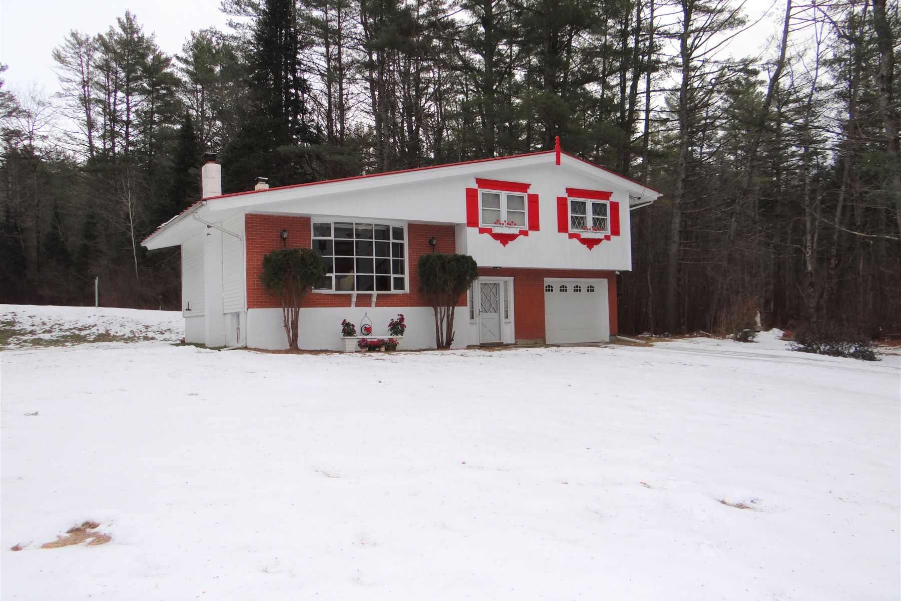 Single Family Homes for Sale at 147 Slayton Hill Road, Lebanon 147 Slayton Hill Road Lebanon, New Hampshire 03766 United States