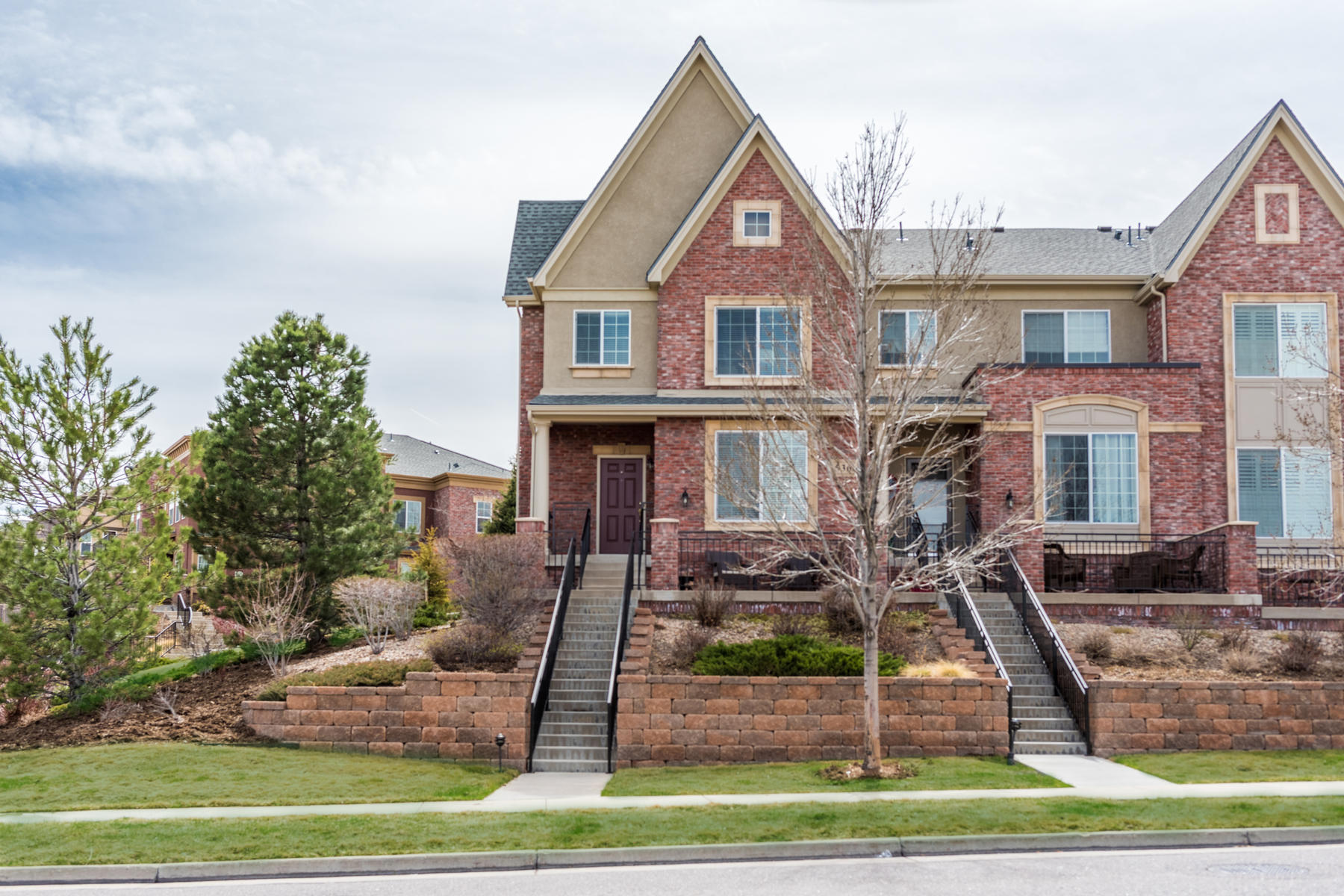Single Family Home for Active at A beautifully appointed end unit with the perfect location! 536 Green Ash St #F Highlands Ranch, Colorado 80129 United States