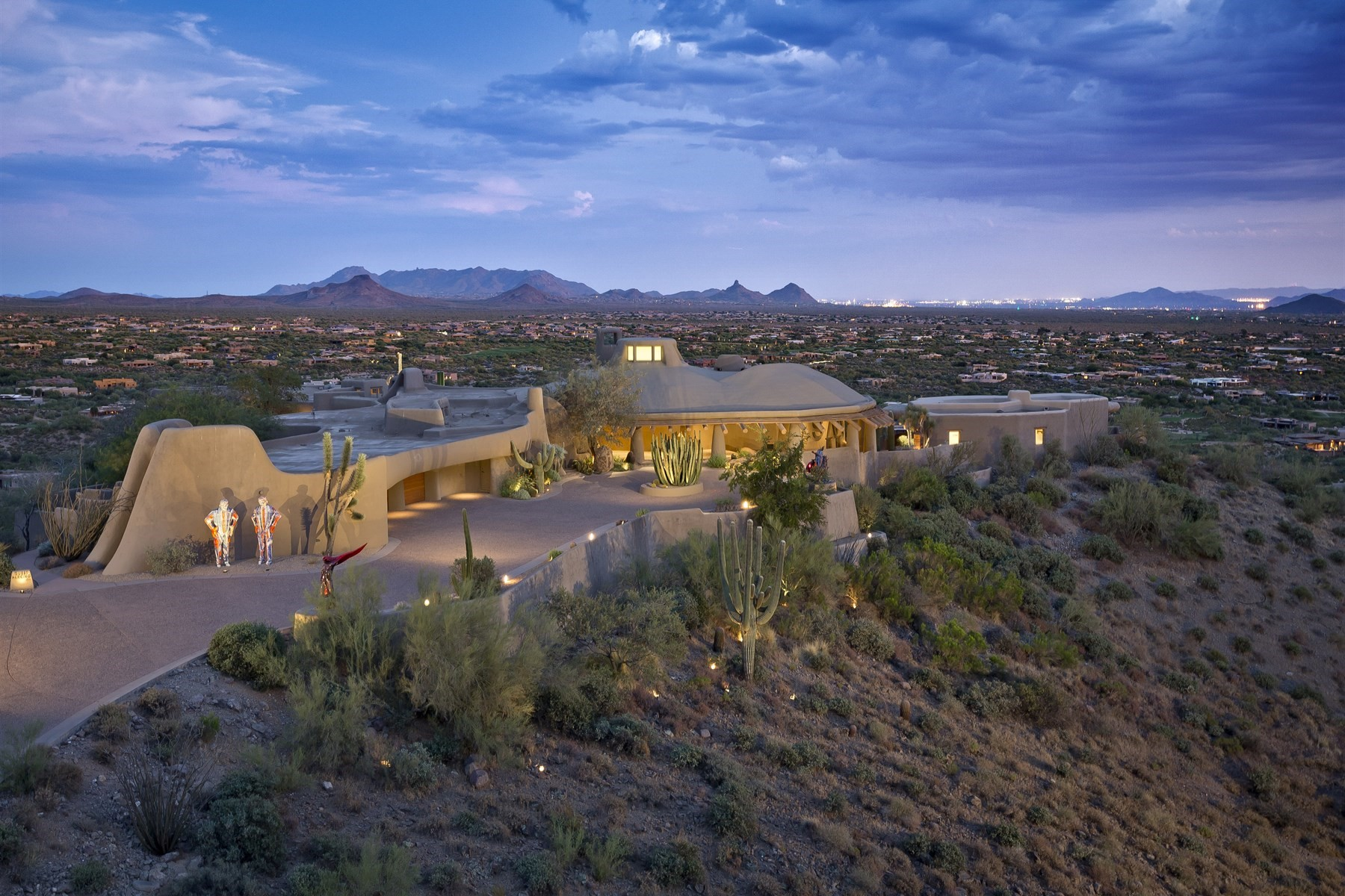 Частный односемейный дом для того Продажа на One-of-a-kind 15-acre estate that towers over the valley 39029 N Alister McKenzie Dr Scottsdale, Аризона, 85262 Соединенные Штаты