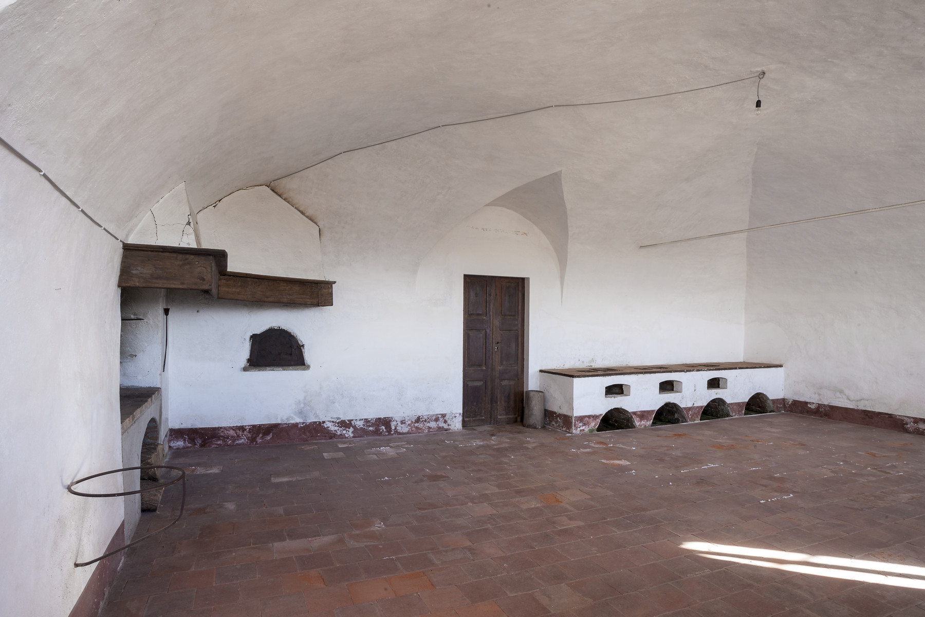 Additional photo for property listing at Majestic medieval castle in San Giorgio Canavese via Piave salita al castello San Giorgio Canavese, Turin 10090 Italien