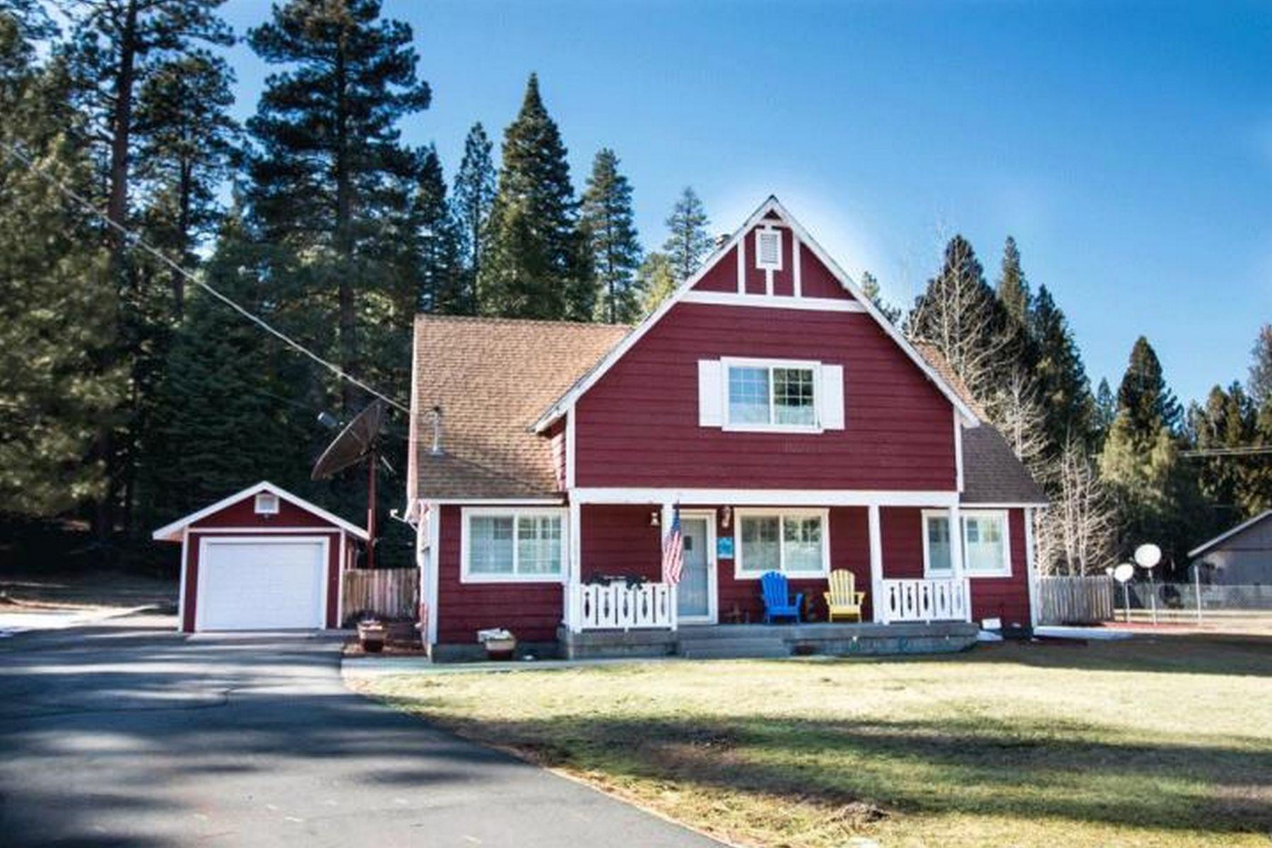 Single Family Homes para Venda às Vacation Home 12650 Sugar Loaf Lane, Old Station, Califórnia 96071 Estados Unidos