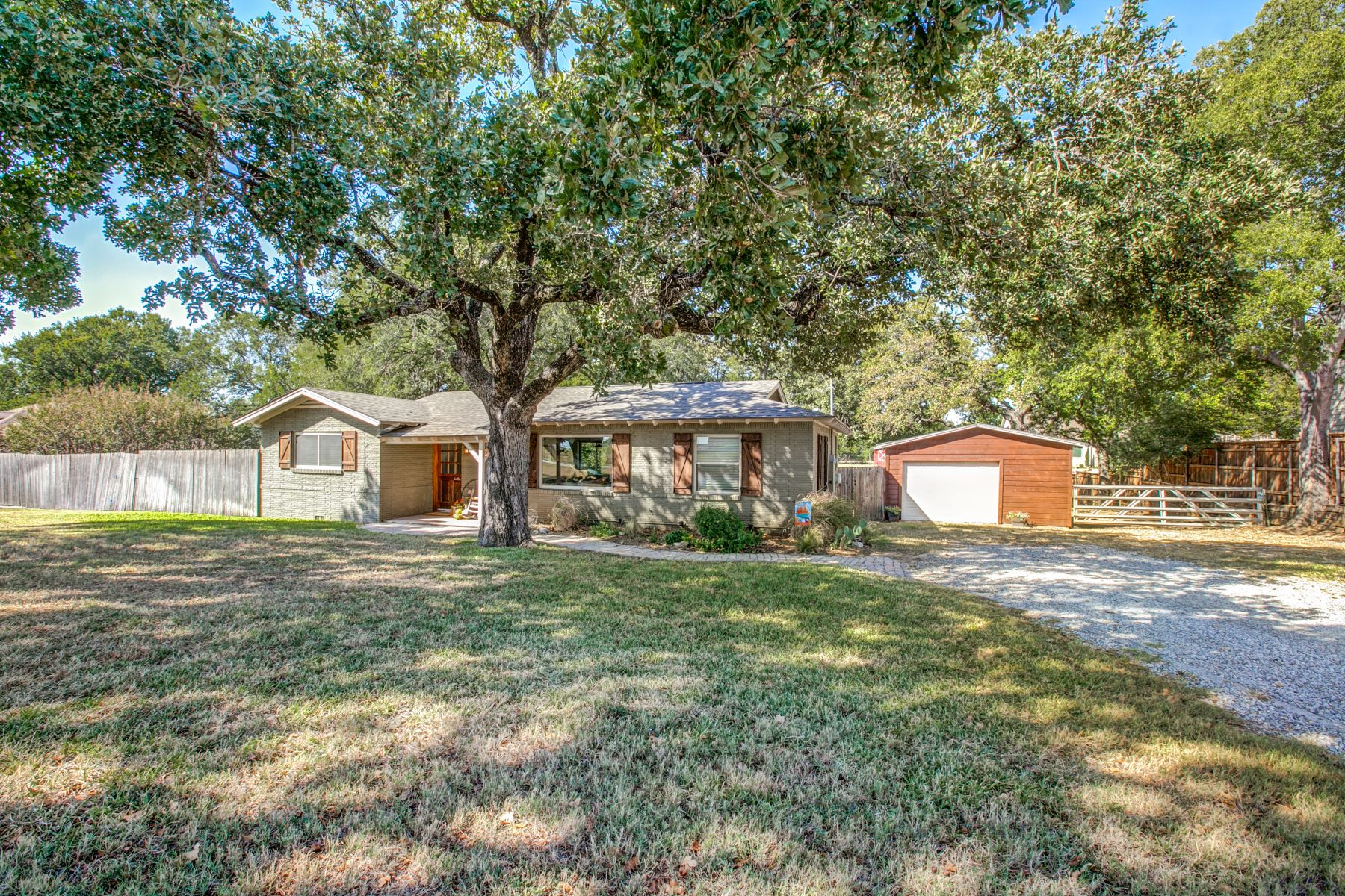 Single Family Homes for Sale at Charming Cottage in Colleyville ! 4800 Bransford Road Colleyville, Texas 76034 United States