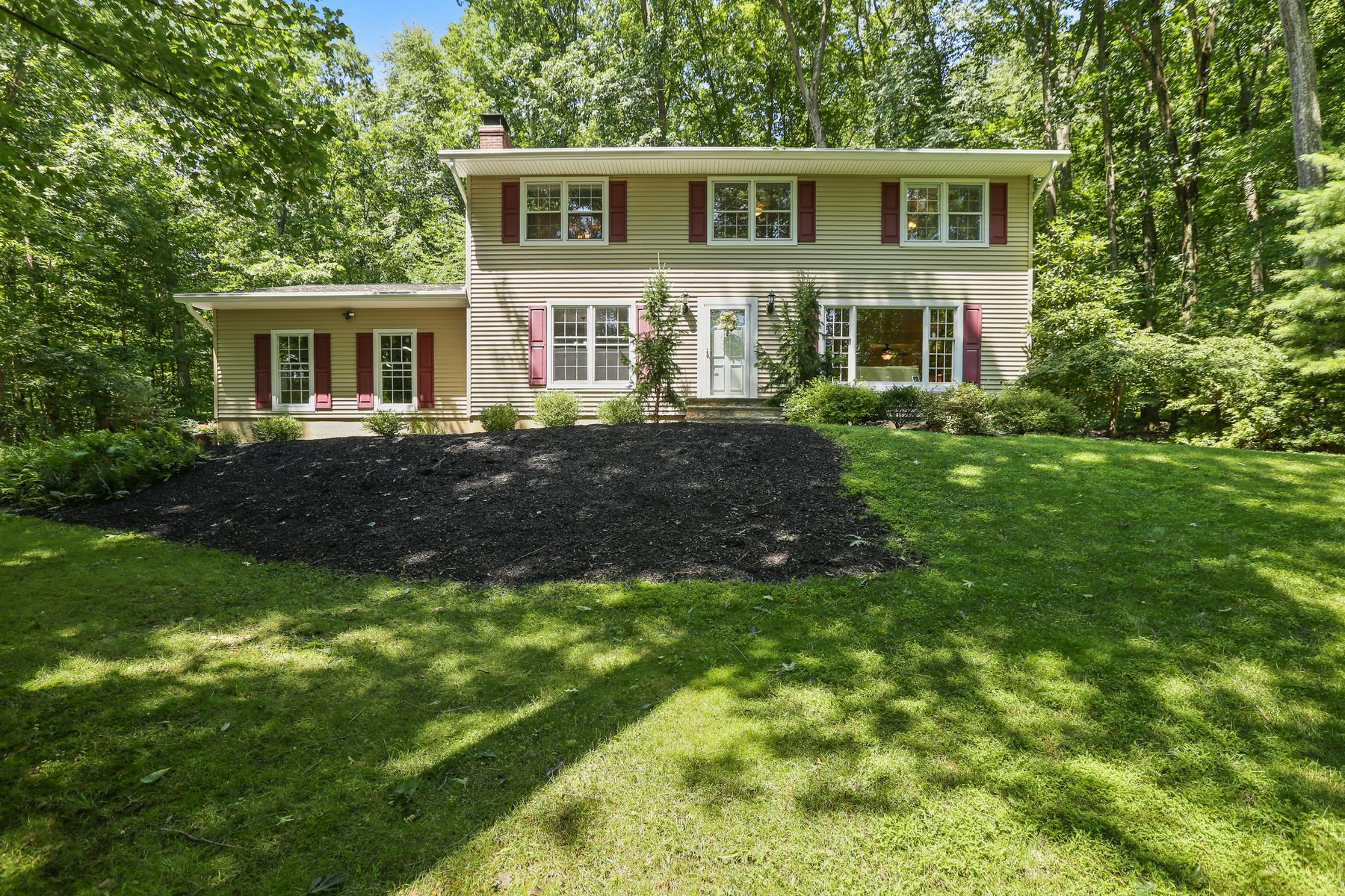 Single Family Homes för Försäljning vid Beautiful Setting 14 Scenic Falls Road, Long Valley, New Jersey 07853 Förenta staterna