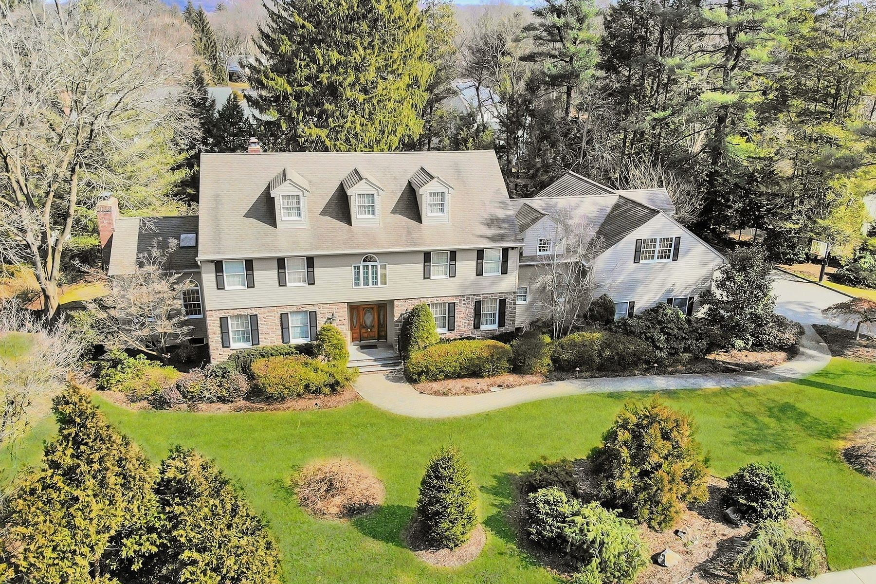 Single Family Homes pour l Vente à Elegant & Stately East Hill 206 County Rd, Demarest, New Jersey 07627 États-Unis