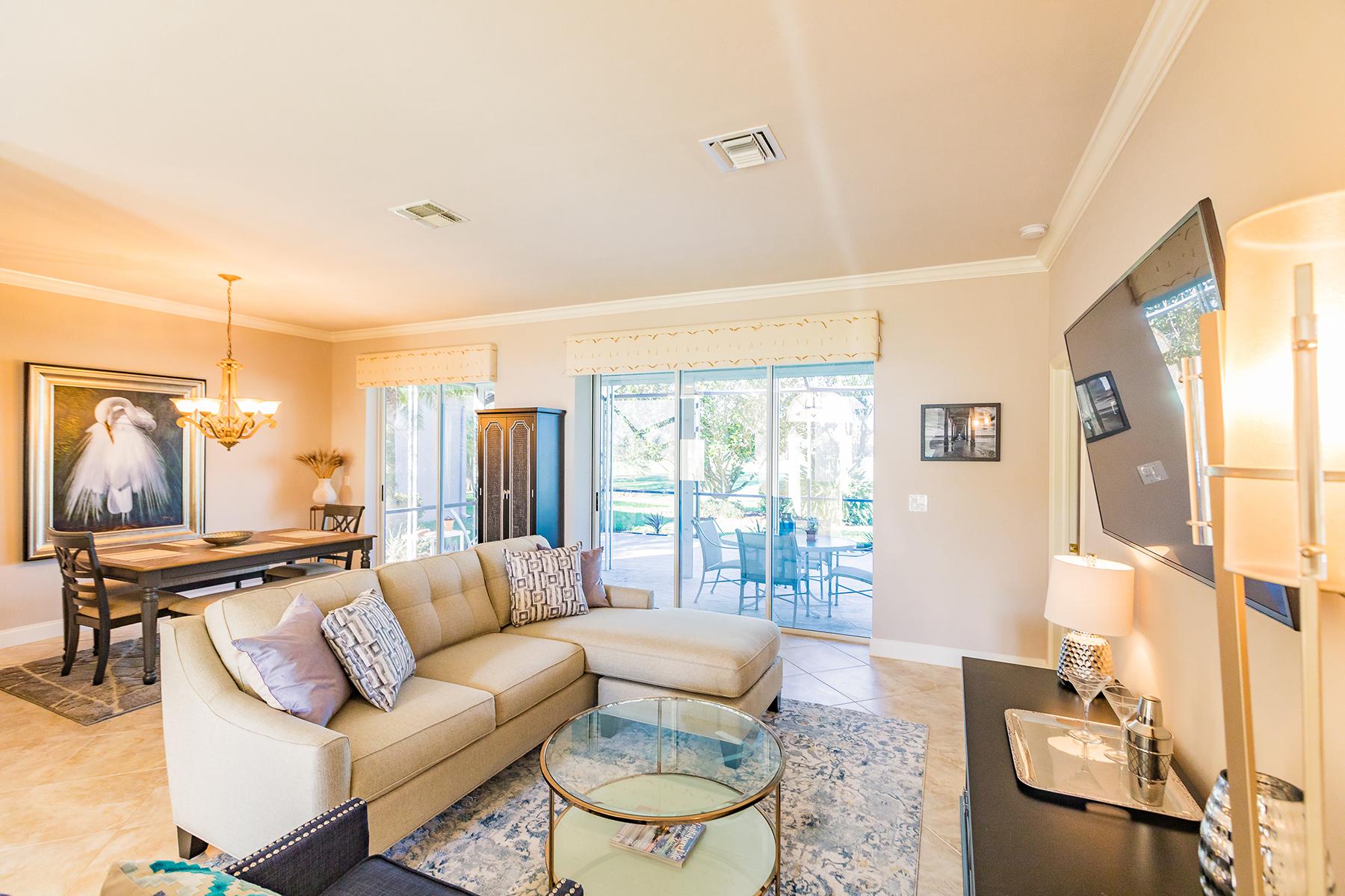 Single Family Homes für Verkauf beim 9121 Old Hickory Cir, Fort Myers, Florida 33912 Vereinigte Staaten