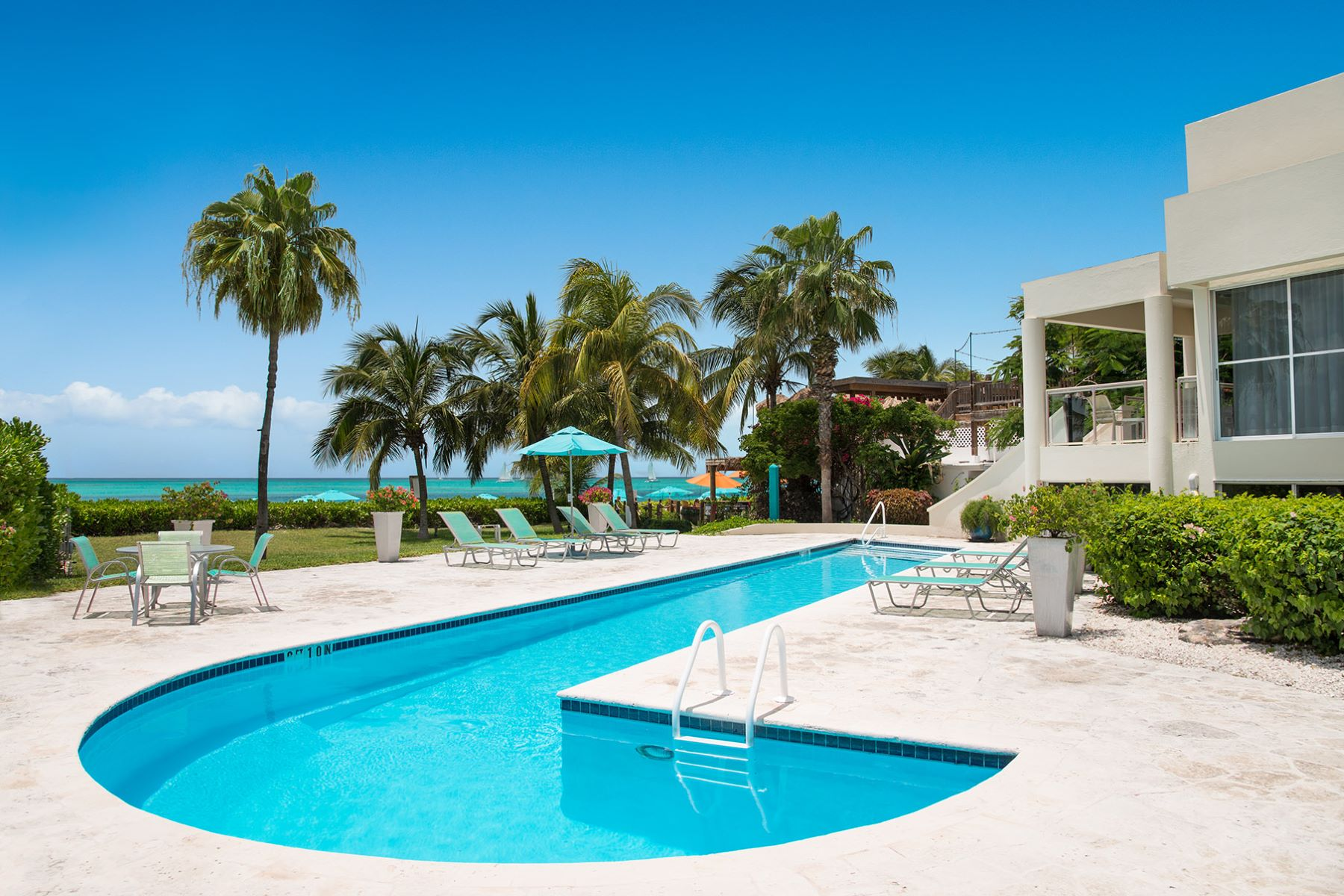 Additional photo for property listing at Coral Gardens - Suite 4205 Beachfront Grace Bay, Providenciales TKCA 1ZZ Islas Turcas Y Caicos