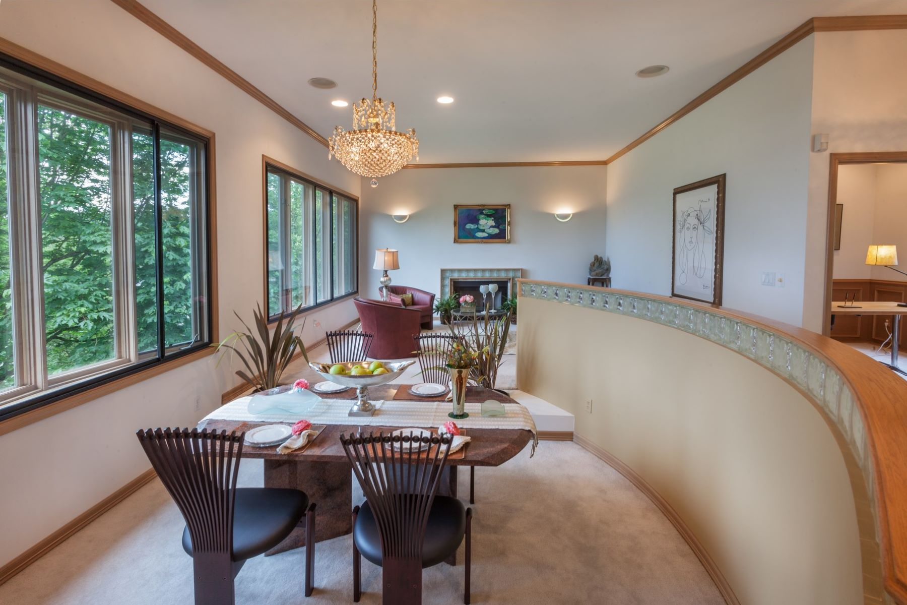 Additional photo for property listing at Clyde Hill Contemporary 9836 NE 34th Pl Bellevue, Washington 98004 États-Unis