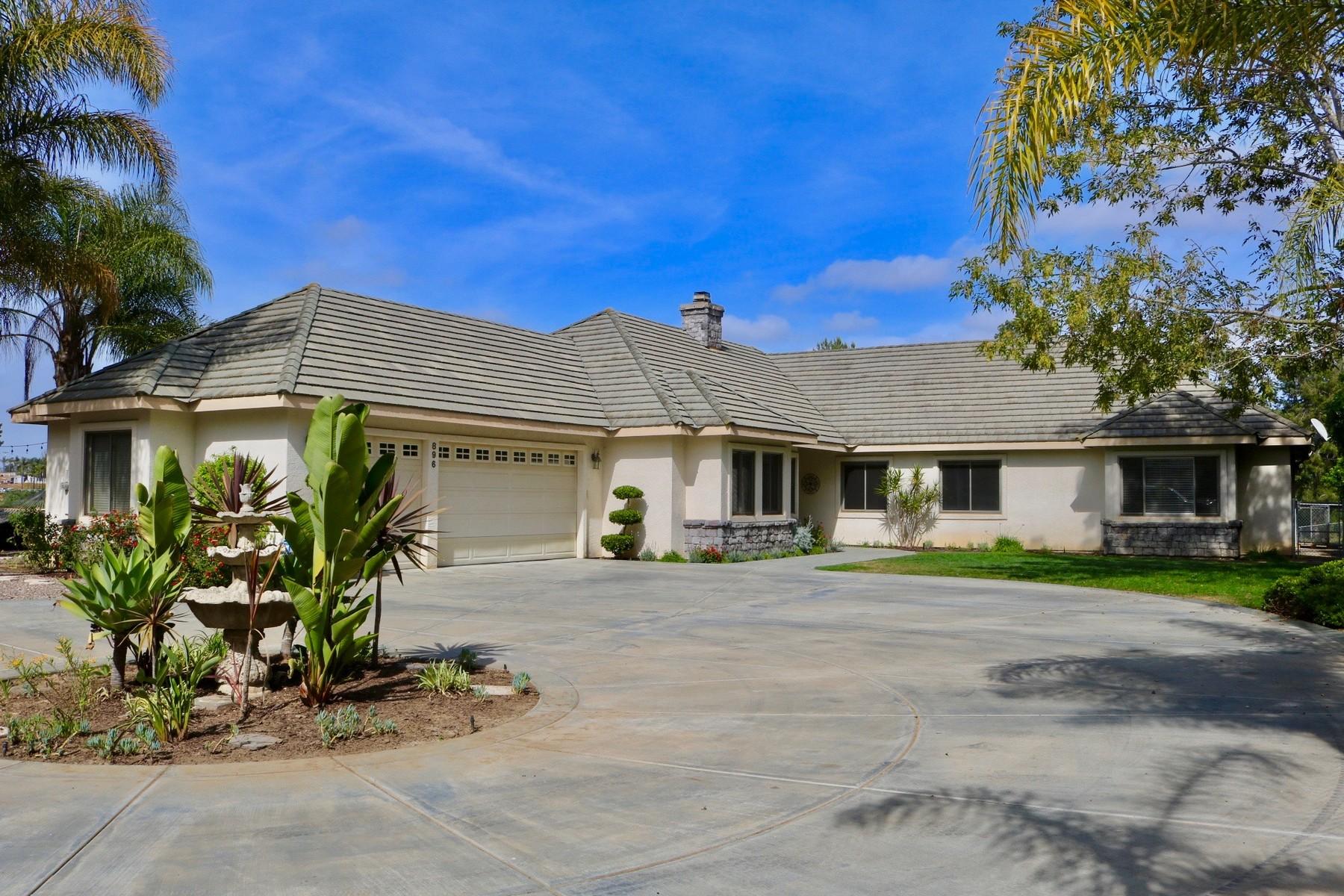Maison unifamiliale pour l Vente à 896 Burma Road Fallbrook, Californie 92028 États-Unis