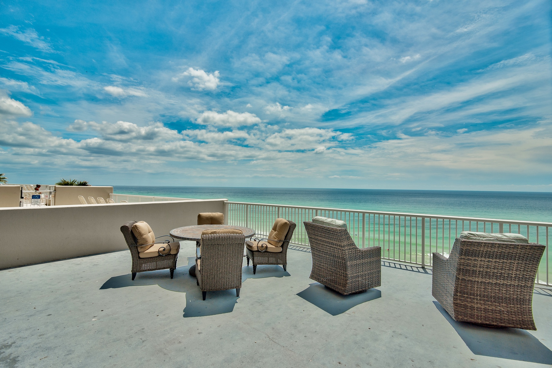 Condominio por un Venta en ATTRACTIVE BEACHFRONT CONDO WITH SPACIOUS BALCONY 17281 Front Beach Road 106 Palazzo, Panama City Beach, Florida, 32413 Estados Unidos
