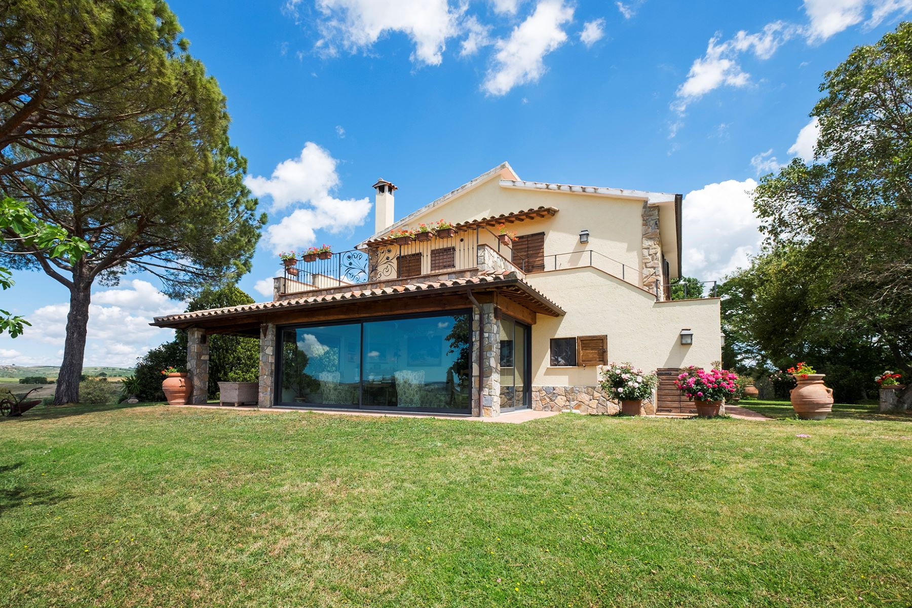 Vivienda unifamiliar por un Venta en Finely restored farmhouse in the Tuscan hills Strada consortile la Carla Magliano In Toscana, Grosseto 58051 Italia