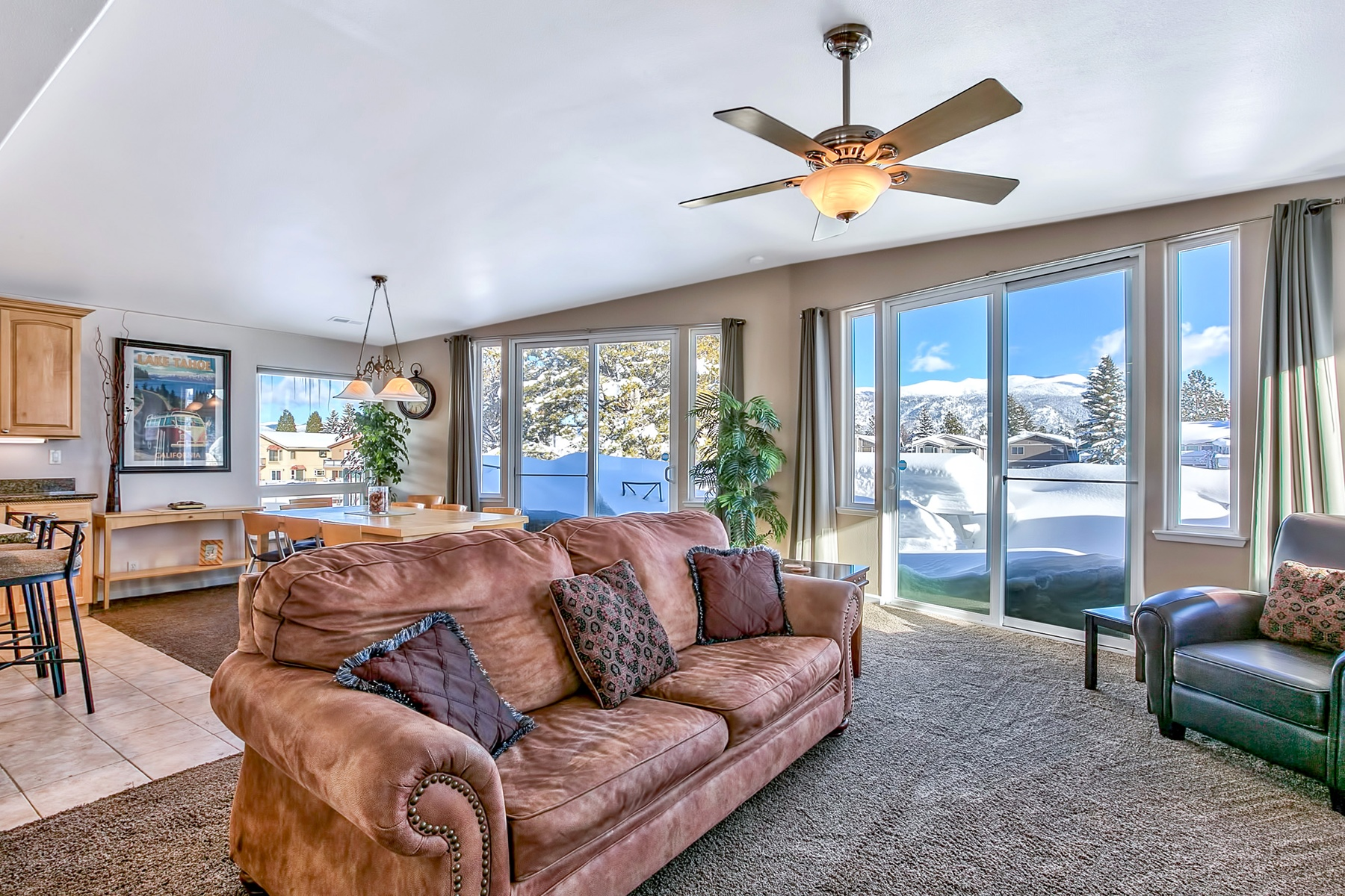 Additional photo for property listing at 1759 Venice Drive  South Lake Tahoe, California 96150 United States