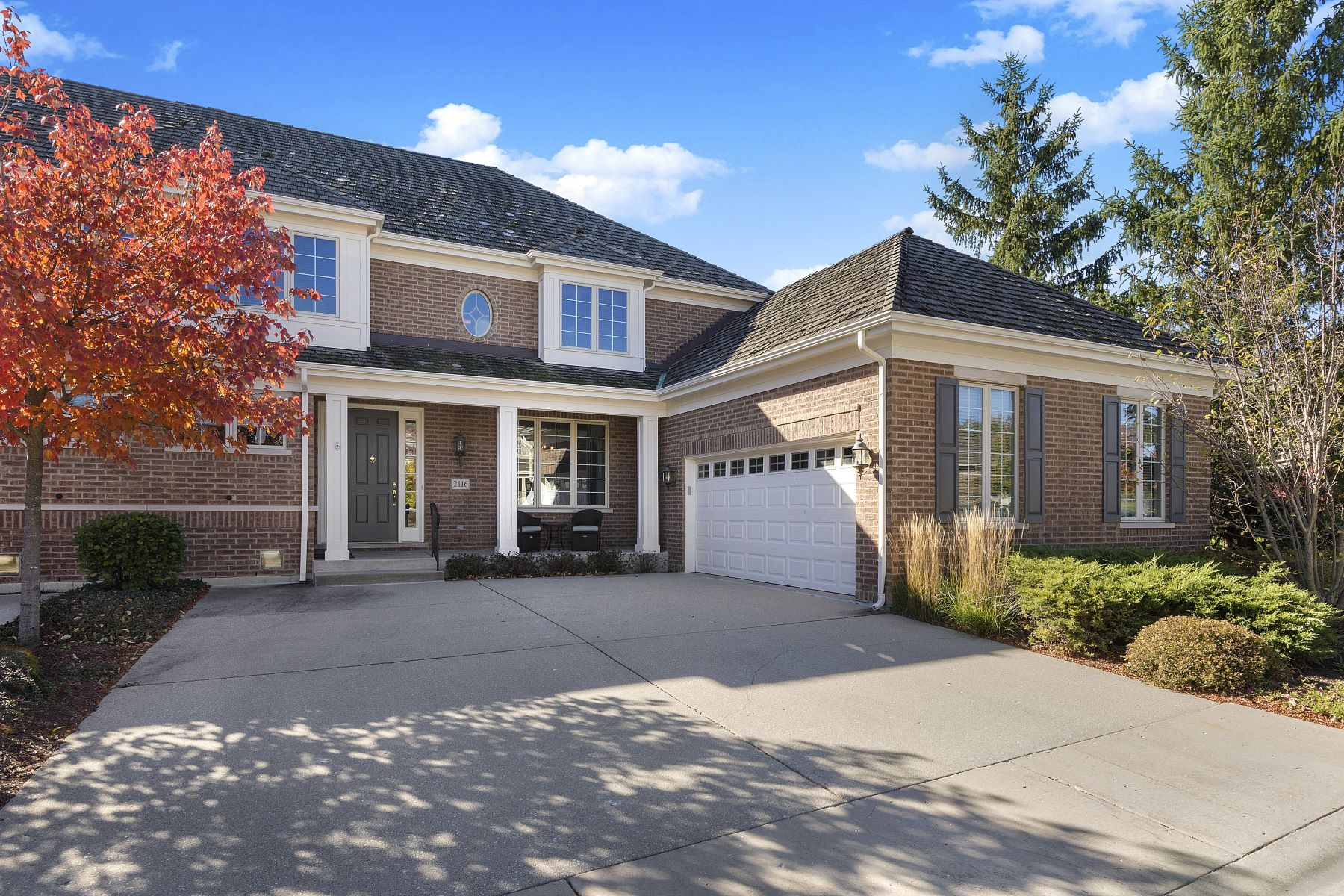 single family homes for Sale at Ideal Living Space 2116 Royal Ridge Drive Northbrook, Illinois 60062 United States