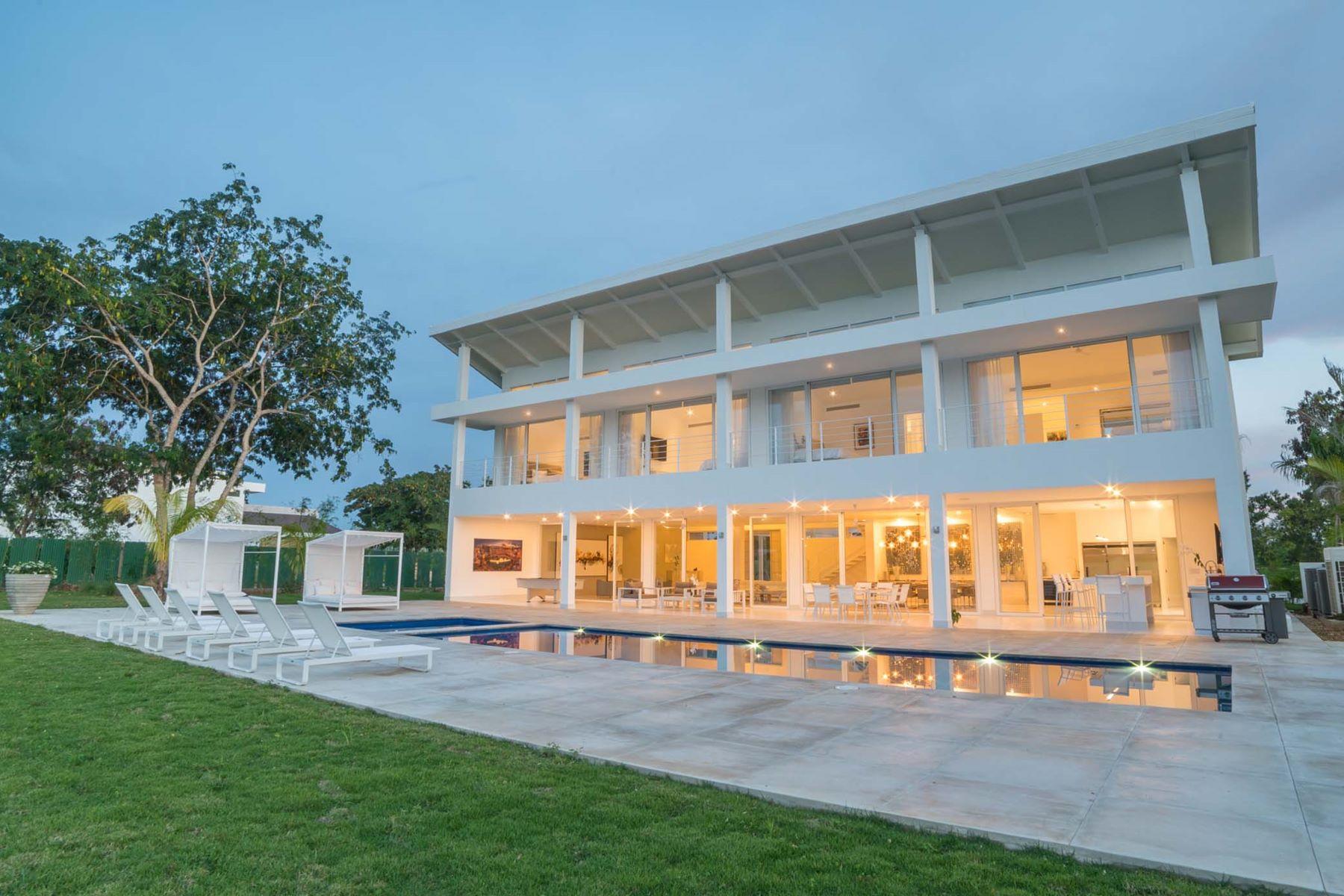 独户住宅 为 销售 在 Brand New, Bold and Modern close to Marina and Beach 田园之家, 罗马纳, 多米尼加共和国