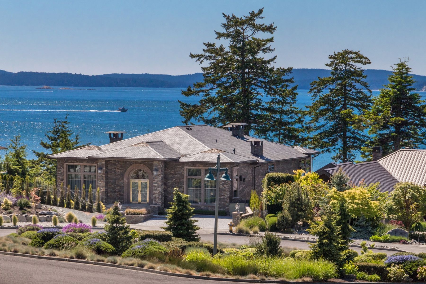 Single Family Homes 為 出售 在 Anacortes Luxury Northwest Contemporary Waterfront 2404 Washington Ct, Anacortes, 華盛頓州 98221 美國