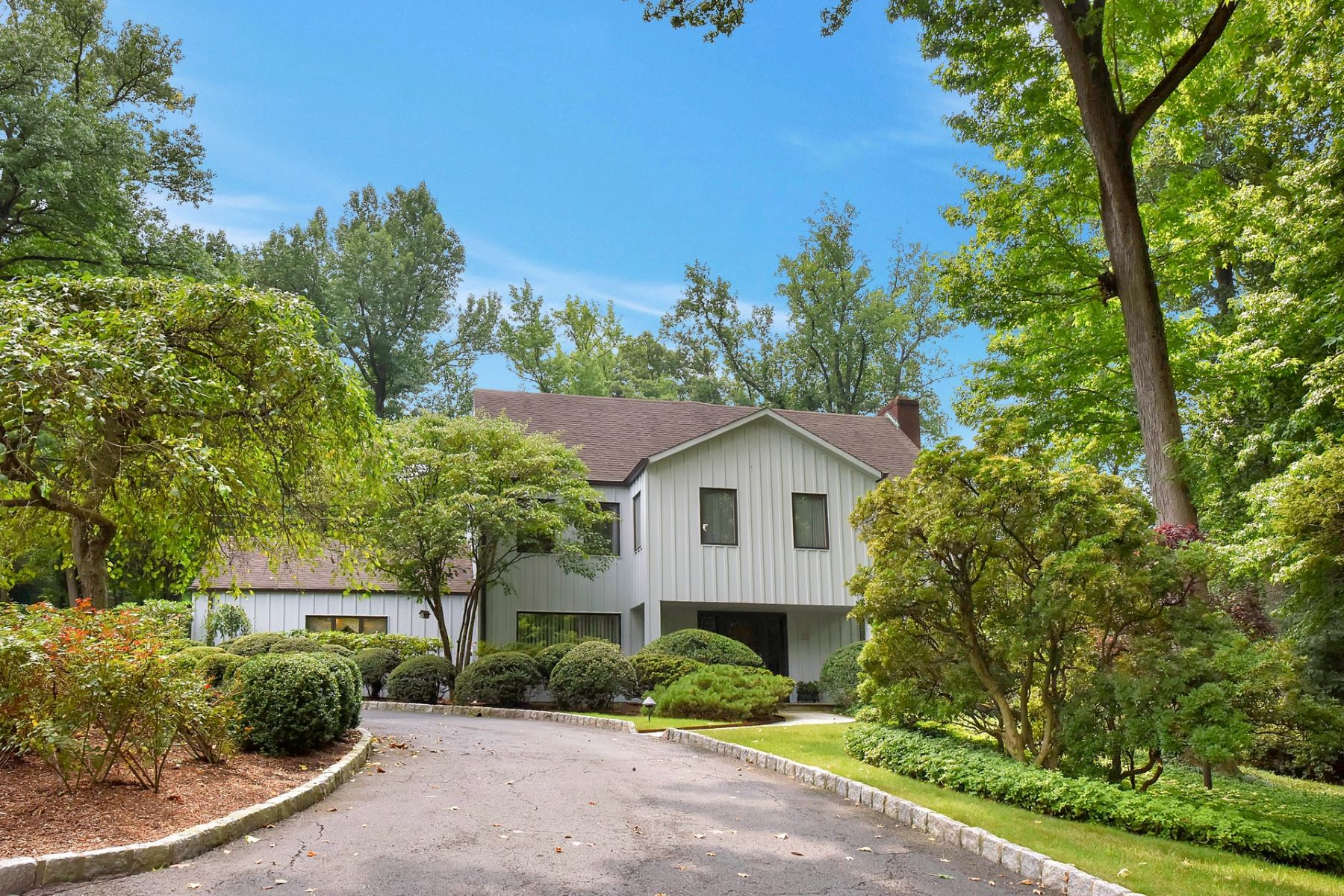 Single Family Home for Sale at Beautiful Property on East Hill 22 Woodhill Road, Tenafly, New Jersey 07670 United States