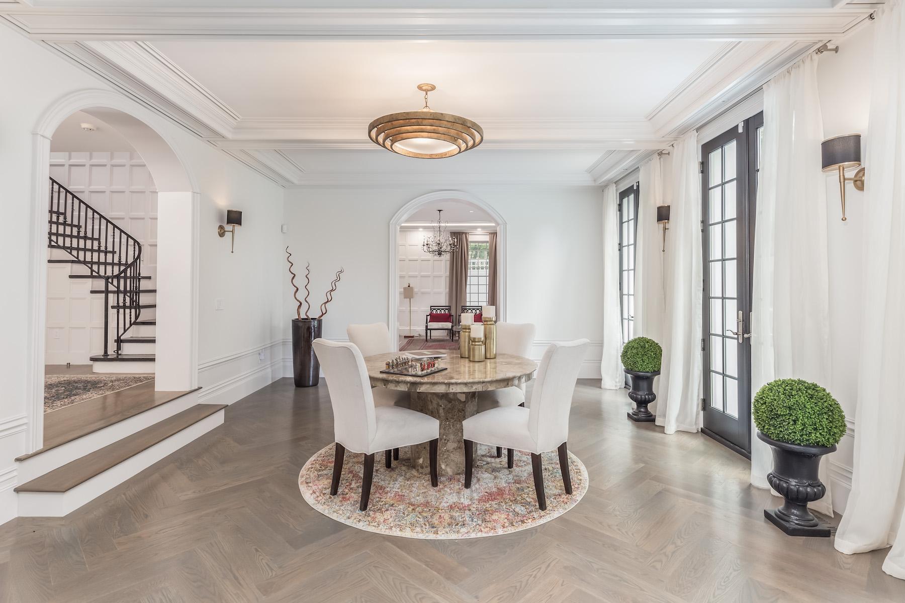 Single Family Homes pour l Vente à Magnificent Custom Residence 439 Chestnut Hill Avenue Brookline, Massachusetts 02445 États-Unis