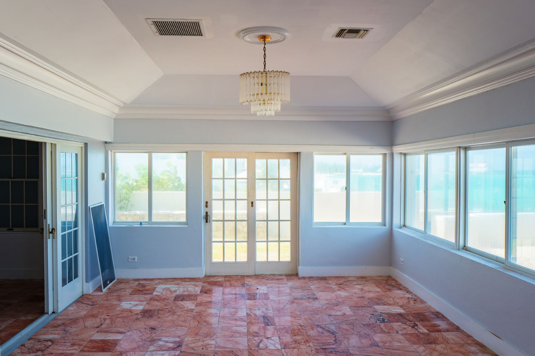 Additional photo for property listing at West Bay Street Opportunity in Cable Beach Cable Beach, Nassau And Paradise Island Bahamas