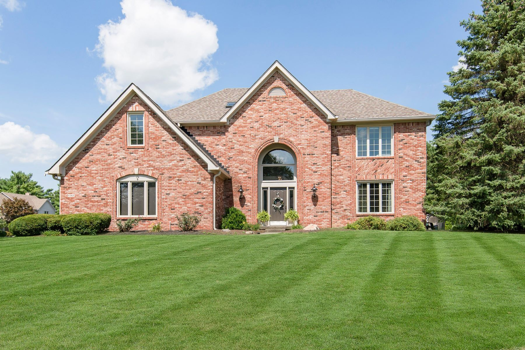 Single Family Homes 为 销售 在 Exceptional River Ridge Home 6862 Riverside Way, Fishers, 印第安纳州 46038 美国