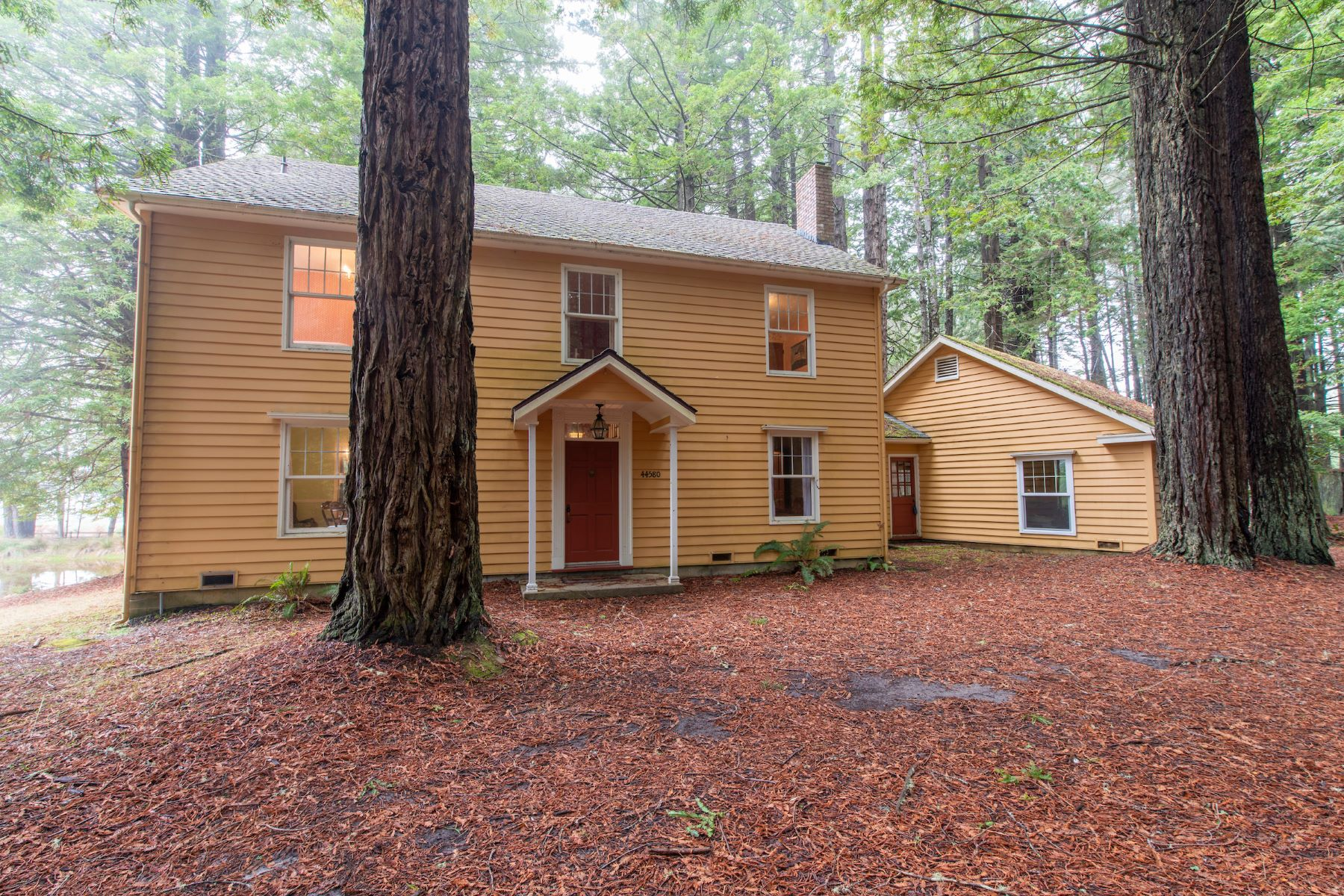 Single Family Homes para Venda às Classic Colonial 44580 Gordon Lane, Mendocino, Califórnia 95460 Estados Unidos