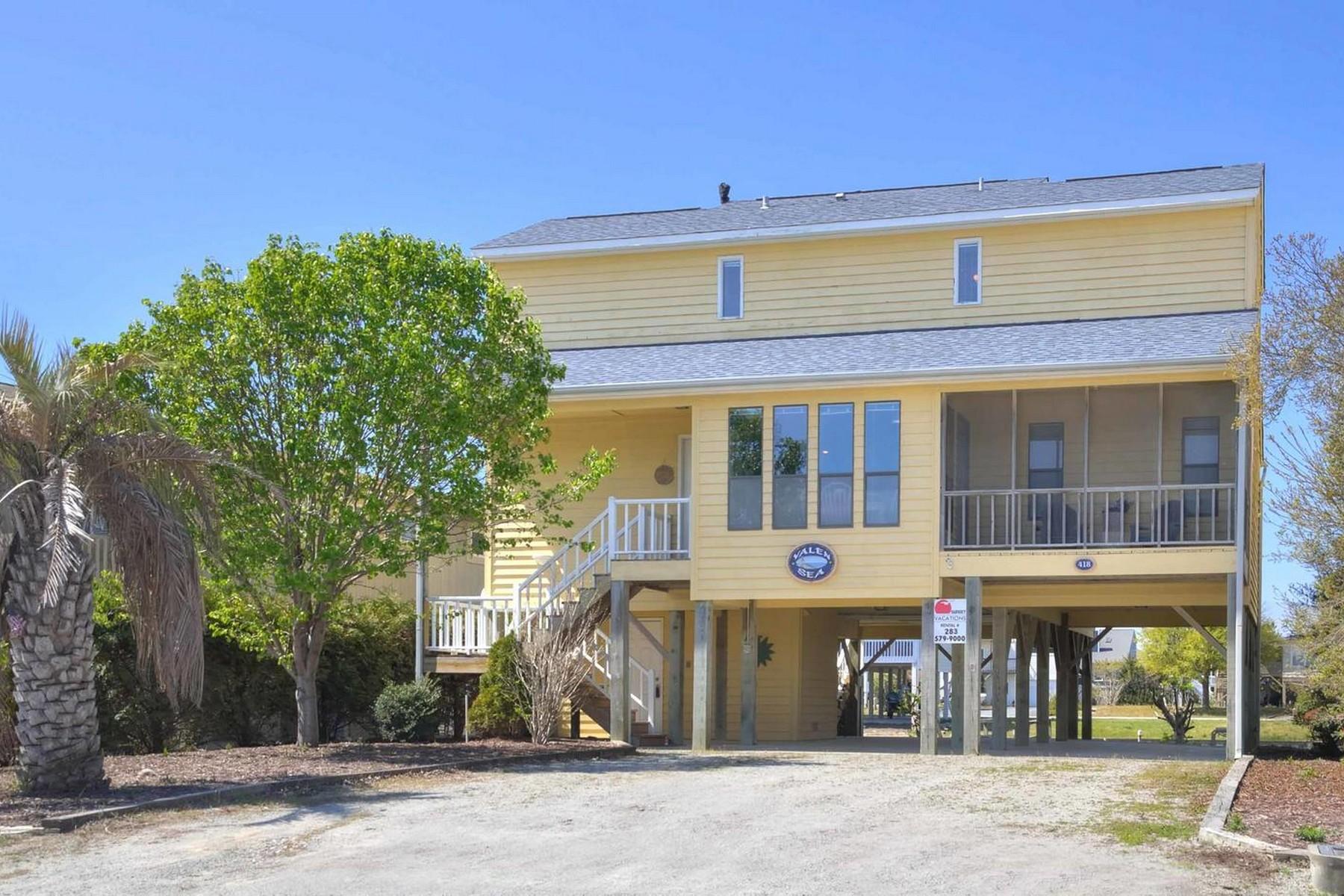 独户住宅 为 销售 在 Waterfront Cottage Nestled on the Canal 418 Cobia Street Sunset Beach, 北卡罗来纳州, 28468 美国