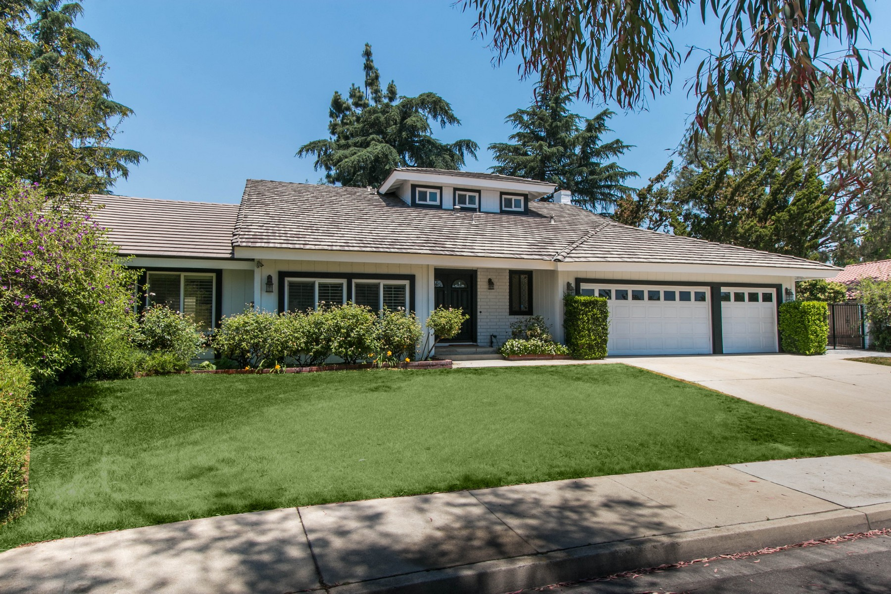 Single Family Homes for Sale at 367 Duchesne Court, Claremont, CA 91711 367 Duchesne Court Claremont, California 91711 United States