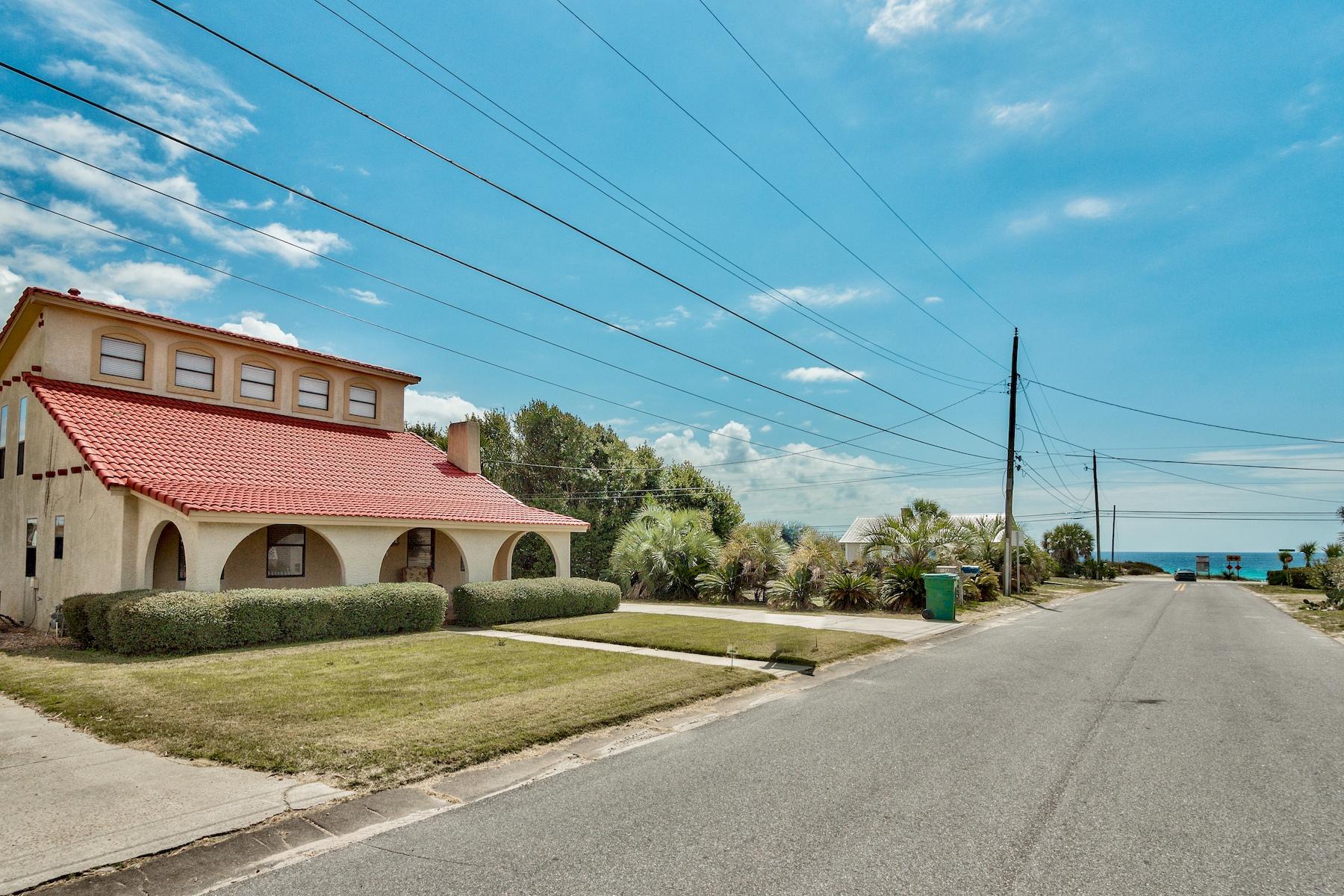 独户住宅 为 销售 在 Charming Florida Cottage with Gulf Views 108 Romanza Place, Laguna Beach, 巴拿马城海滩, 佛罗里达州, 32413 美国