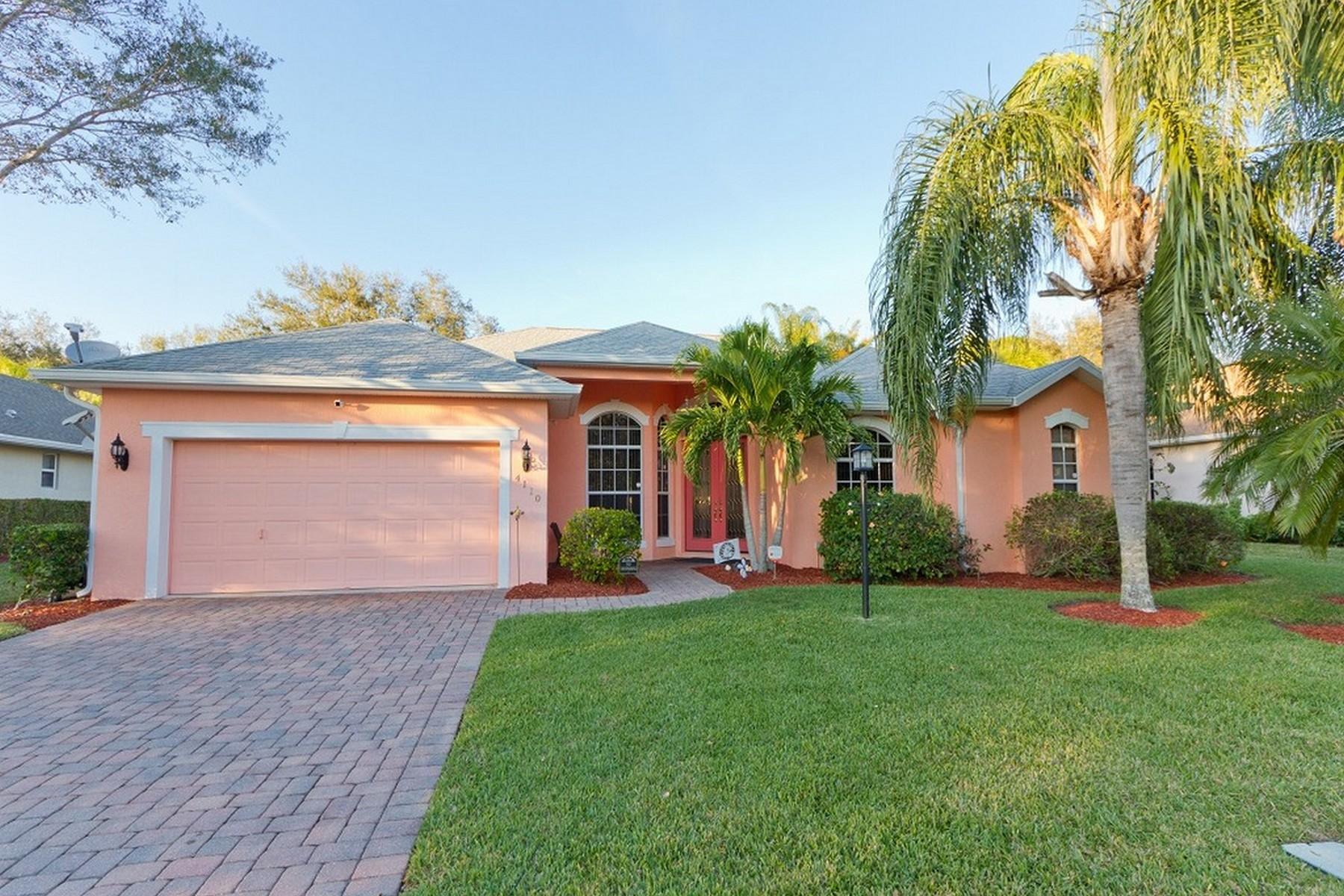 Casa Unifamiliar por un Venta en Amazing Pool Home that Backs to Preserve 4110 Chardonnay Place Vero Beach, Florida, 32968 Estados Unidos