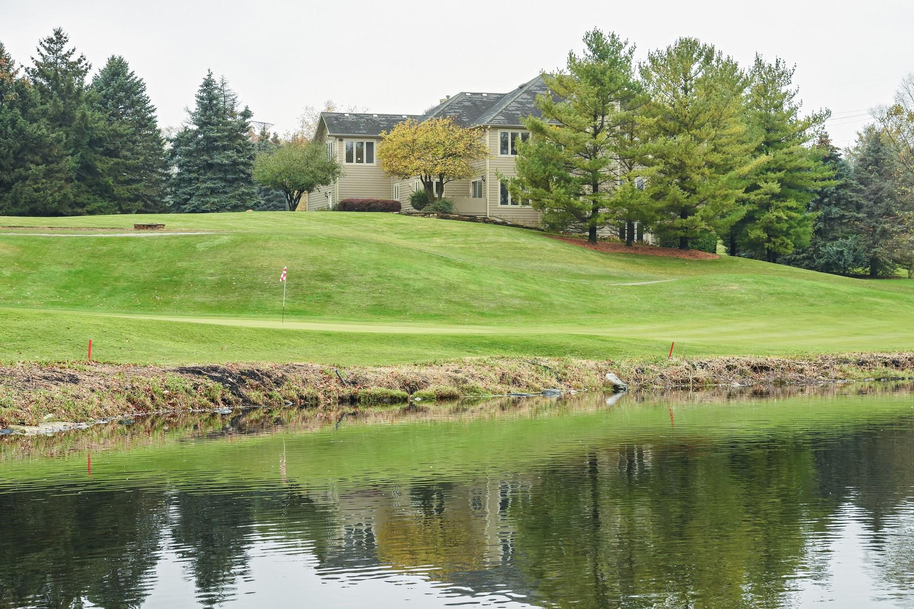 一戸建て のために 売買 アット Perched above the Chalet Hills golf course 10 Bordeaux Court, Oakwood Hills, イリノイ, 60013 アメリカ合衆国
