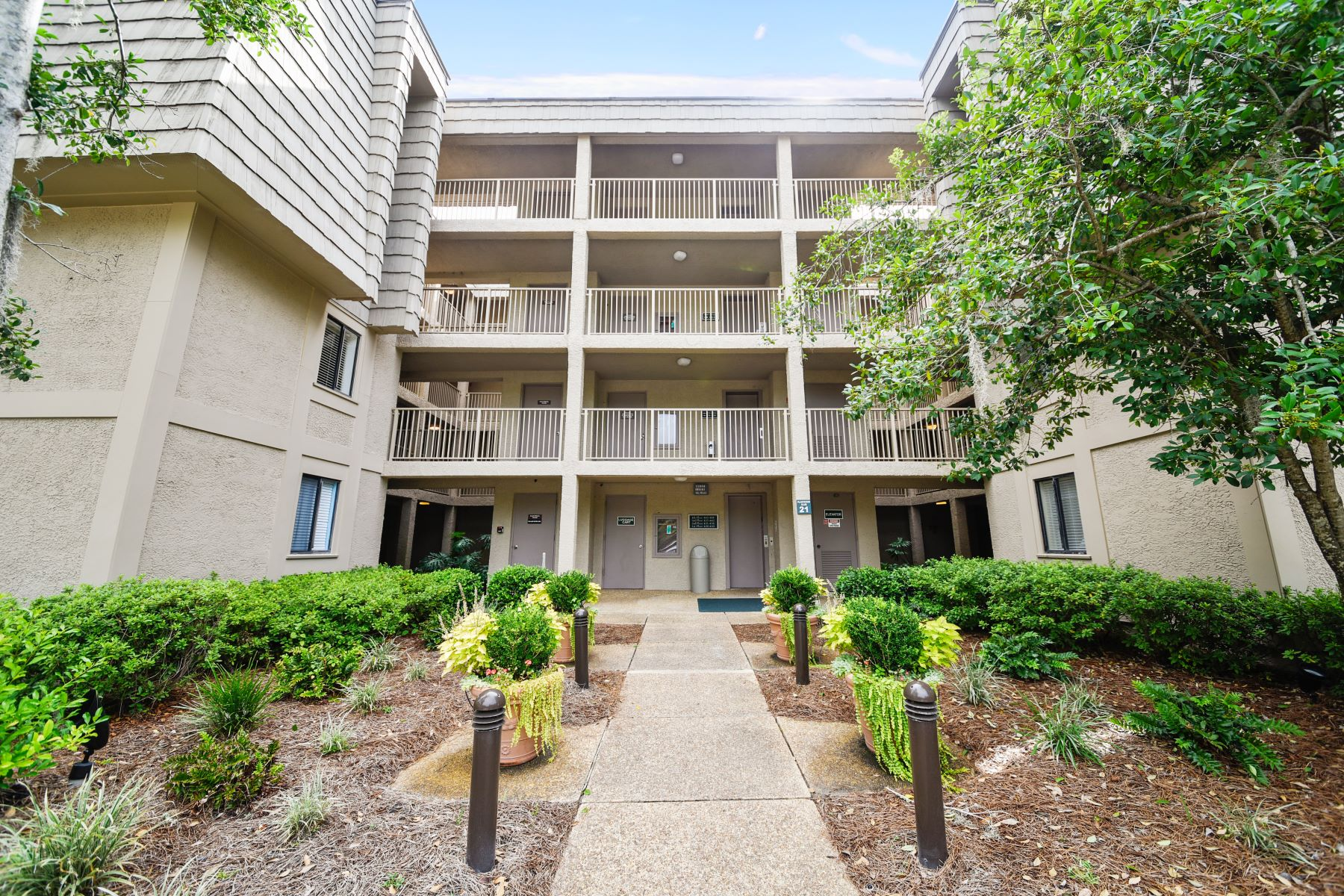 Piso por un Venta en 10 Lighthouse Road Unit 436 10 Lighthouse Road Unit 436 Hilton Head Island, Carolina Del Sur 29910 Estados UnidosEn/Alrededor: Hilton Head
