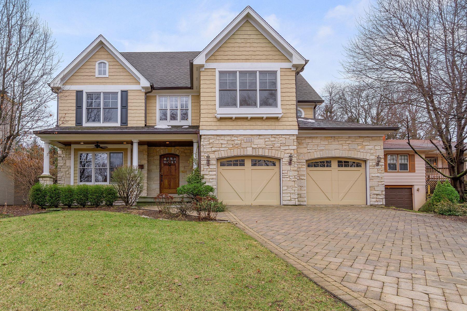 Casa para uma família para Venda às 111 ANN ST Clarendon Hills, Illinois, 60514 Estados Unidos