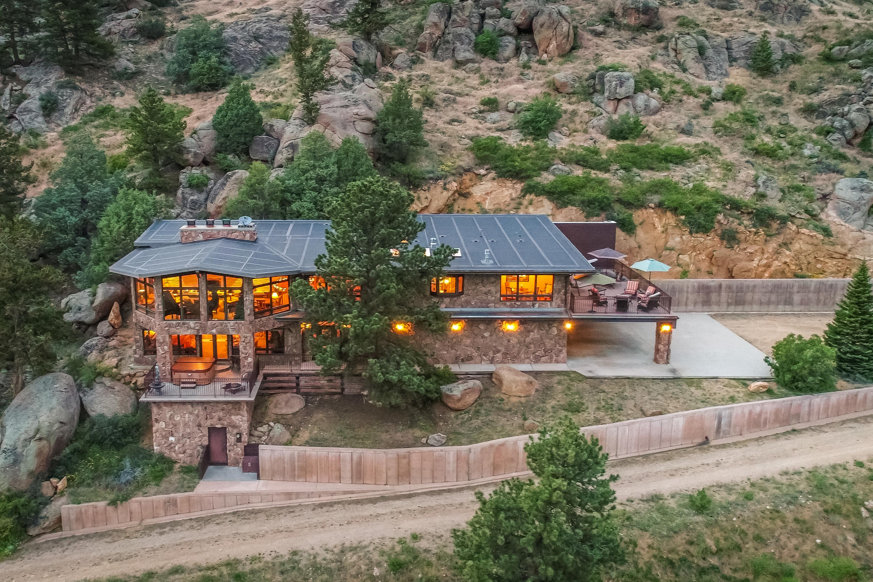 Single Family Homes por un Venta en Stunning Estes Park Home, Showcasing Breathtaking Rocky Mountains 2701 Fall River Rd, Estes Park, Colorado 80517 Estados Unidos