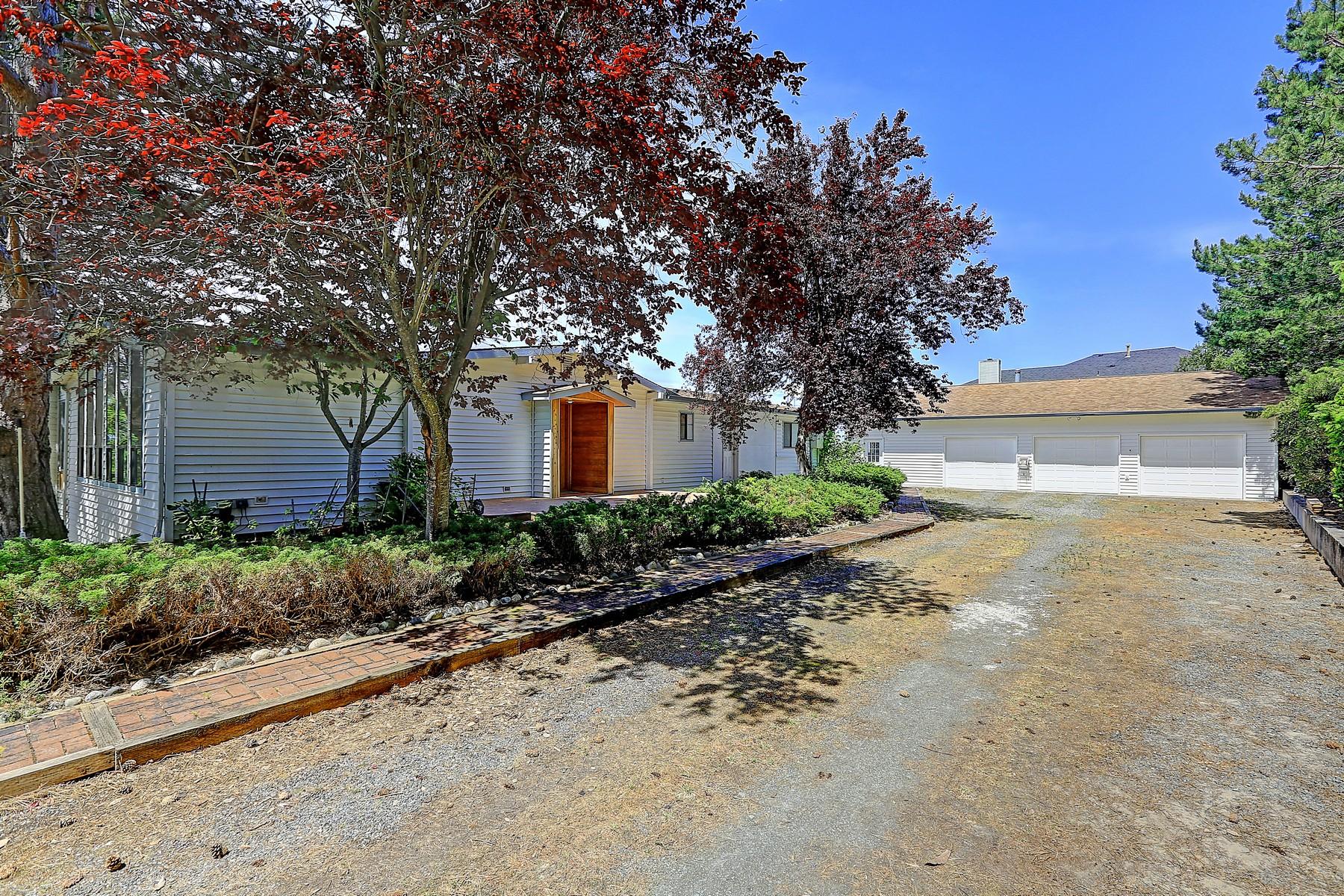 Casa para uma família para Venda às Madrona View with Acerage 180 Horizon Wy Camano Island, Washington, 98282 Estados Unidos
