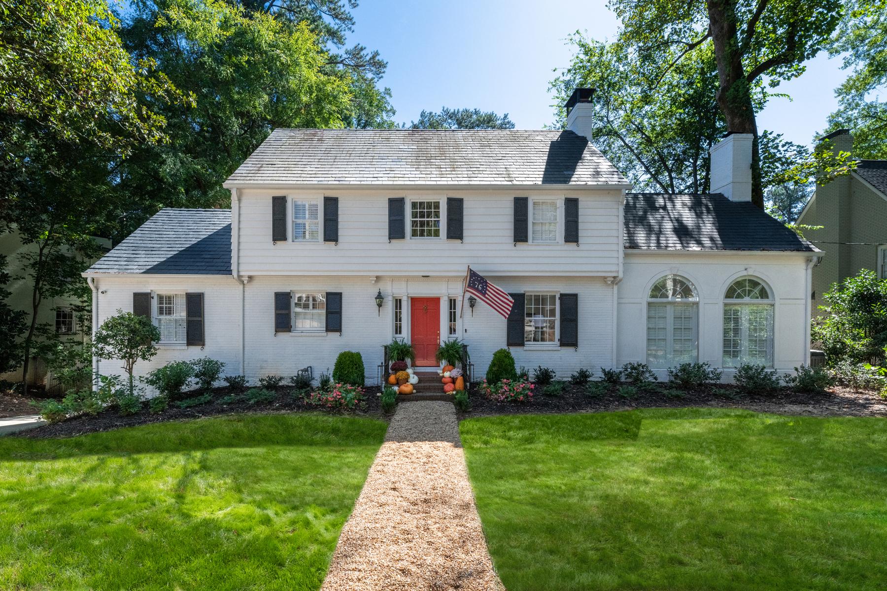 Single Family Homes для того Продажа на Charming House on Incredible Large Lot in Sought After Tuxedo Park 3355 Habersham Rd, Atlanta, Джорджия 30305 Соединенные Штаты