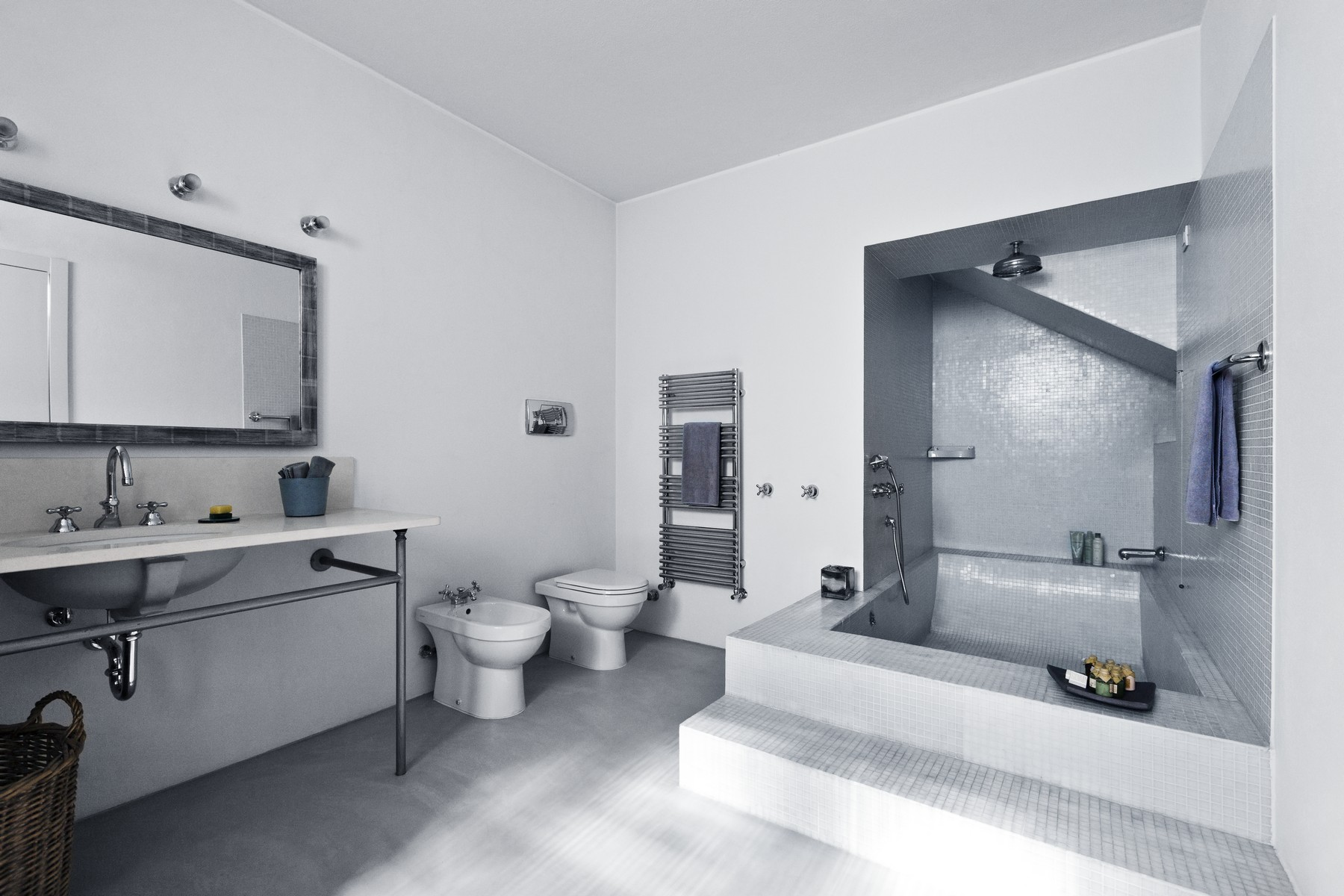 Additional photo for property listing at Modern apartment in the city center Via Mercalli Milano, Milan 20100 Italia