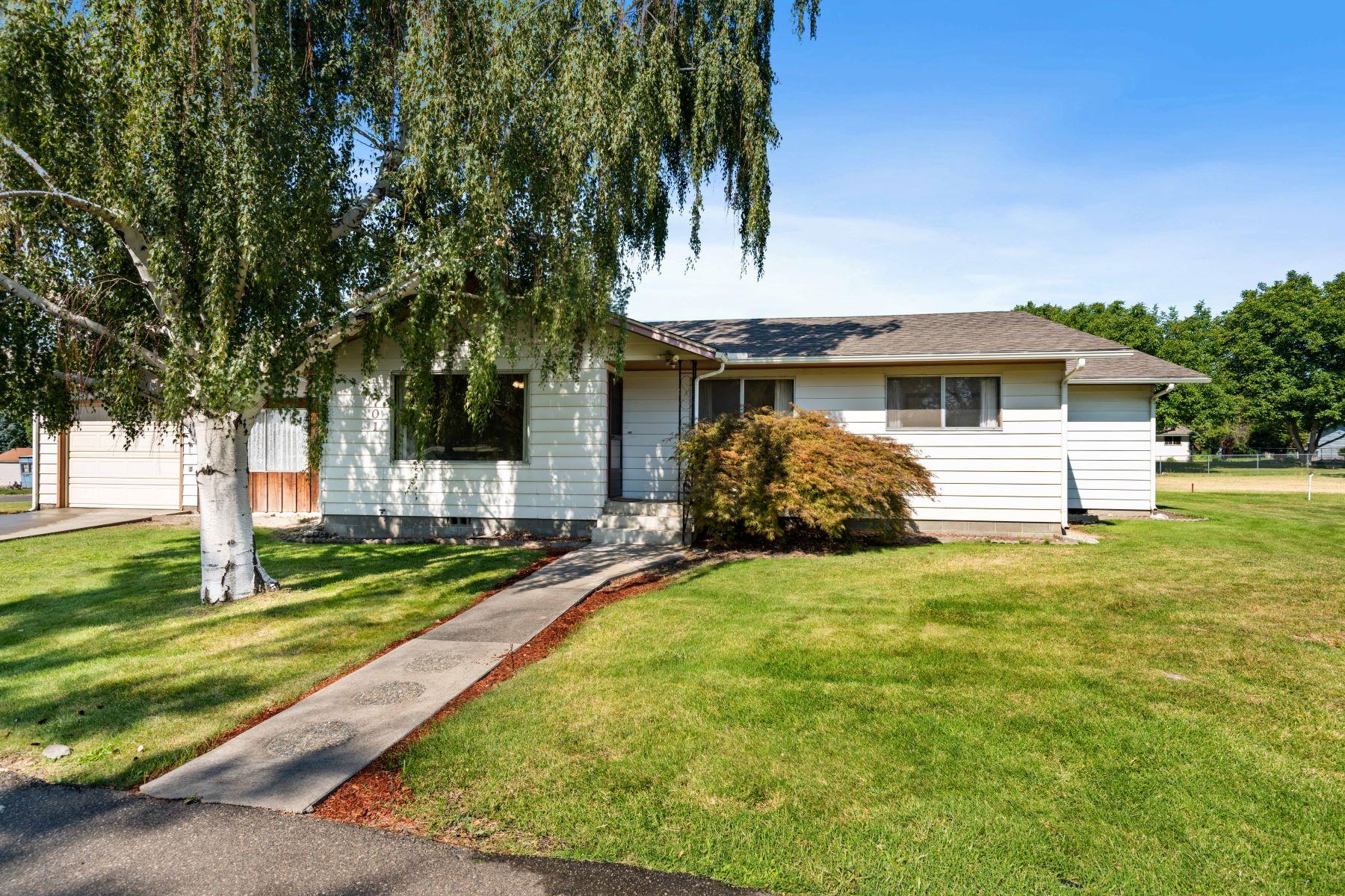 Single Family Homes for Sale at Serenity awaits... 701 11th Street Benton City, Washington 99320 United States