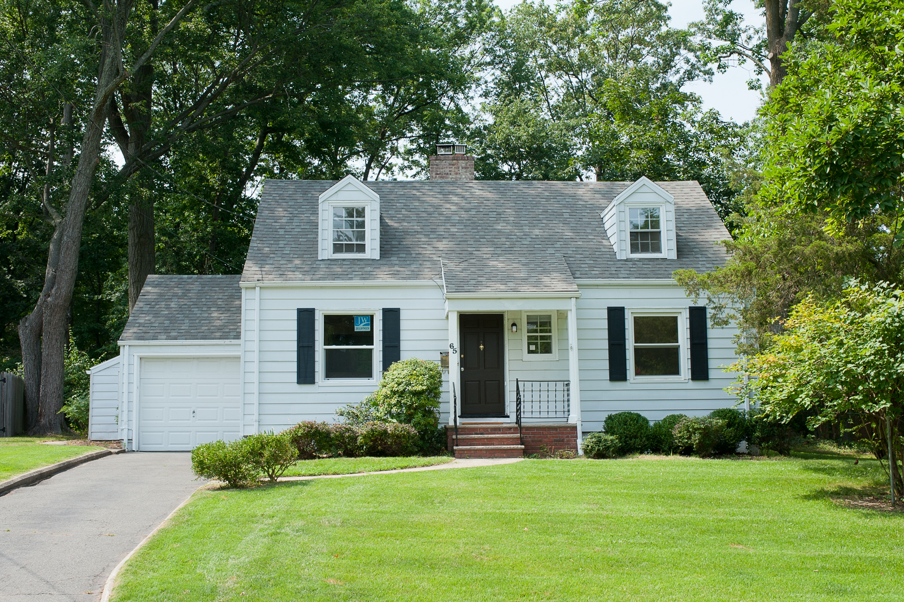 Single Family Home for Rent at Adorable Cape Cod 65 Woodcrest Circle Springfield, New Jersey 07081 United States