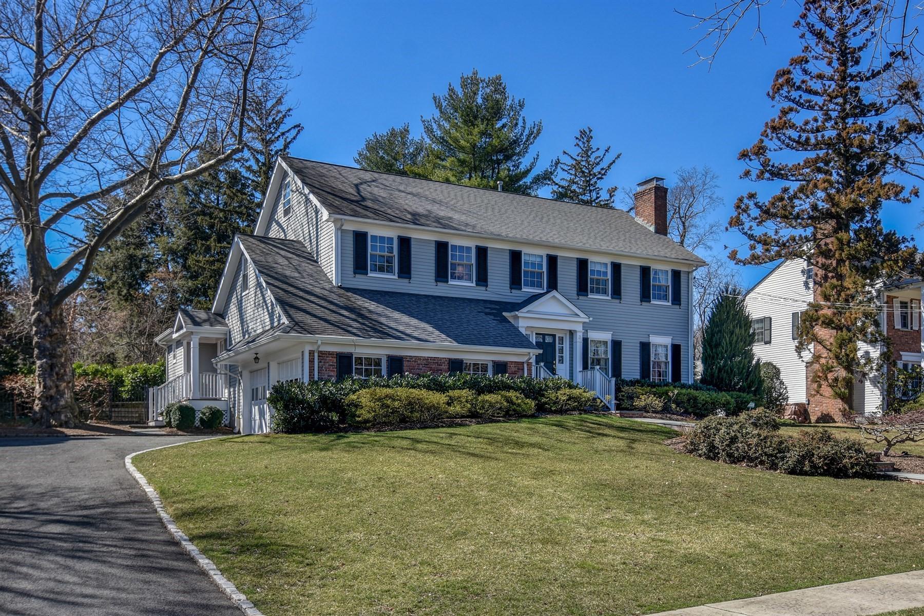 Частный односемейный дом для того Продажа на Gorgeous Colonial 3 Pomeroy Road Madison, 07940 Соединенные Штаты