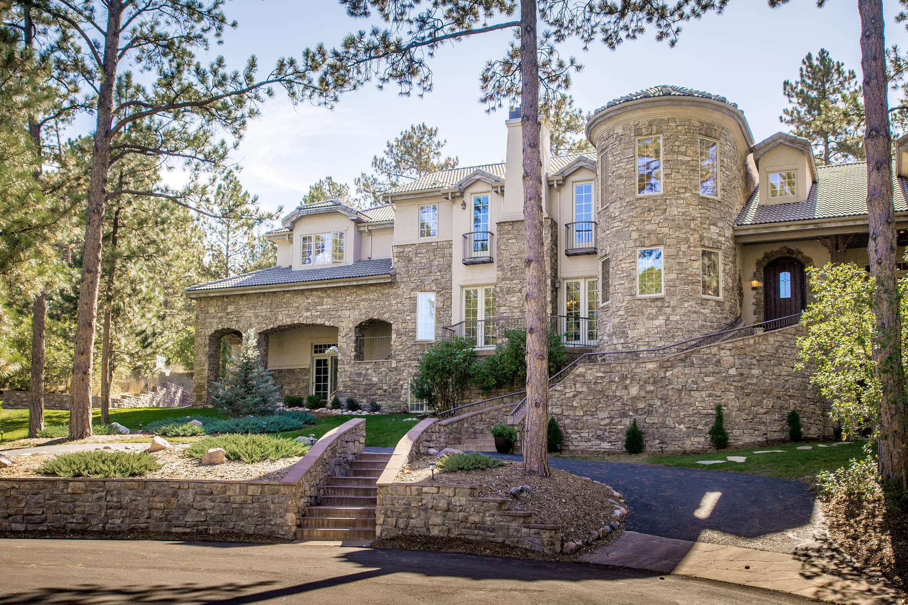 Single Family Home for Active at Gorgeous Castle Pines Village estate on the prestigious Paragon Way 327 Paragon Way Castle Rock, Colorado 80108 United States
