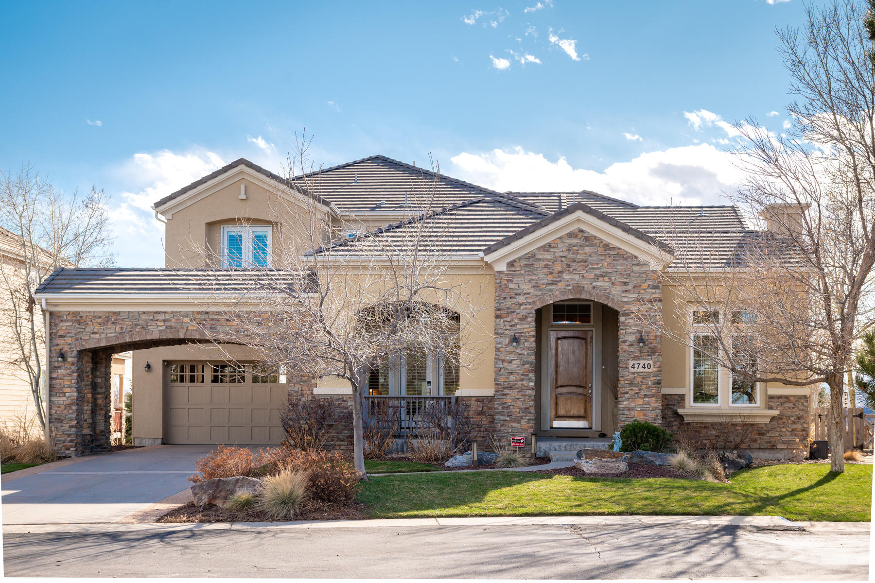 Single Family Homes のために 売買 アット Gorgeous Custom Home with Unobstructed Views 4740 W 105th Drive Westminster, コロラド 80031 アメリカ