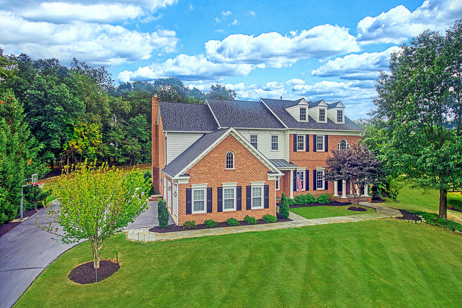 Single Family Homes for Active at Custom Colonial in Beacon Hill 40389 Beacon Hill Drive Leesburg, Virginia 20176 United States