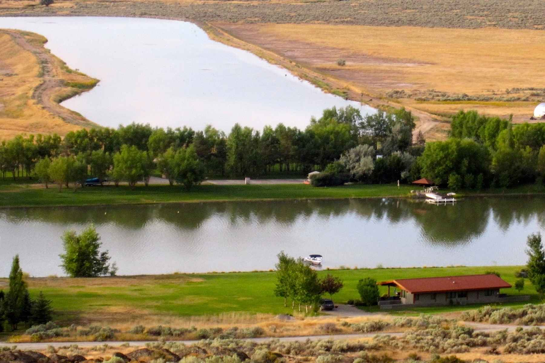 Additional photo for property listing at Black Butte Waterfront 801 N. 250 W. Shoshone, 爱达荷州 83352 美国