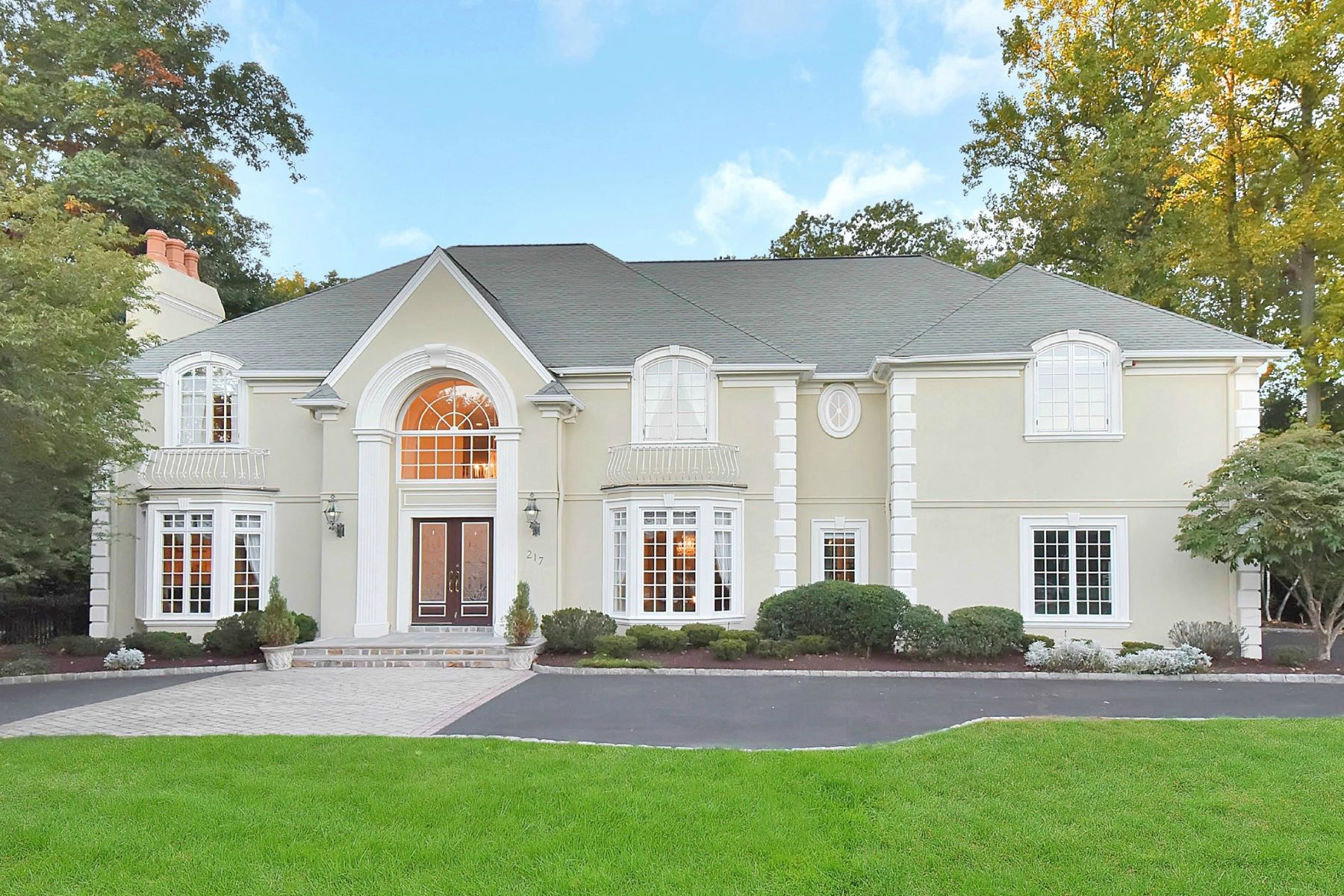 Single Family Home for Sale at Exquisite Colonial on Premier Cul De Sac 217 Stokes Farm Road, Franklin Lakes, New Jersey, 07417 United States