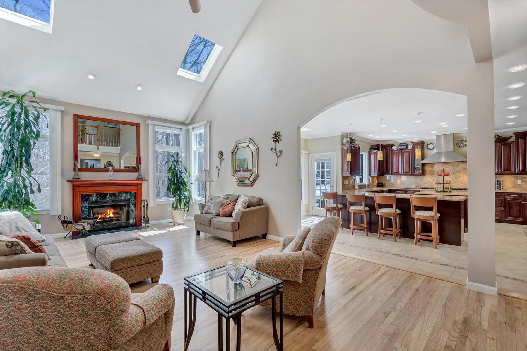 独户住宅 为 销售 在 Custom Colonial 155 Gravel Hill Road 纳拉潘市, 新泽西州 07726 美国