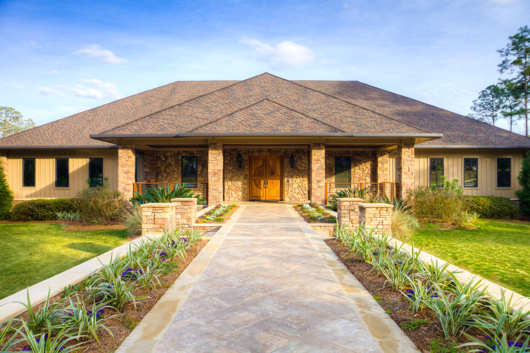 Single Family Home for Active at 2531 E Colonnades Drive Mobile, Alabama 36695 United States
