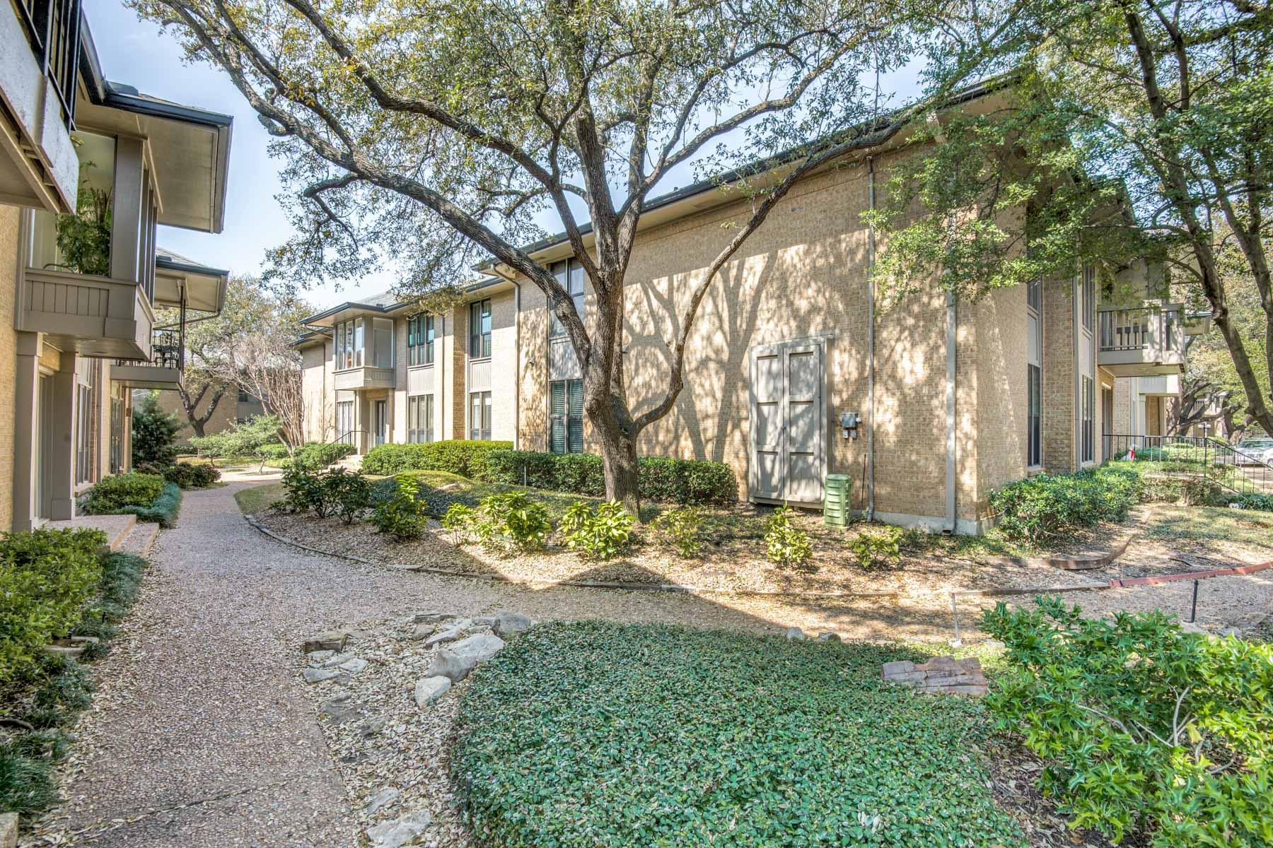 共管式独立产权公寓 为 销售 在 Preston Hollow Traditional 10729 Villager Road #C, 达拉斯, 得克萨斯州, 75230 美国