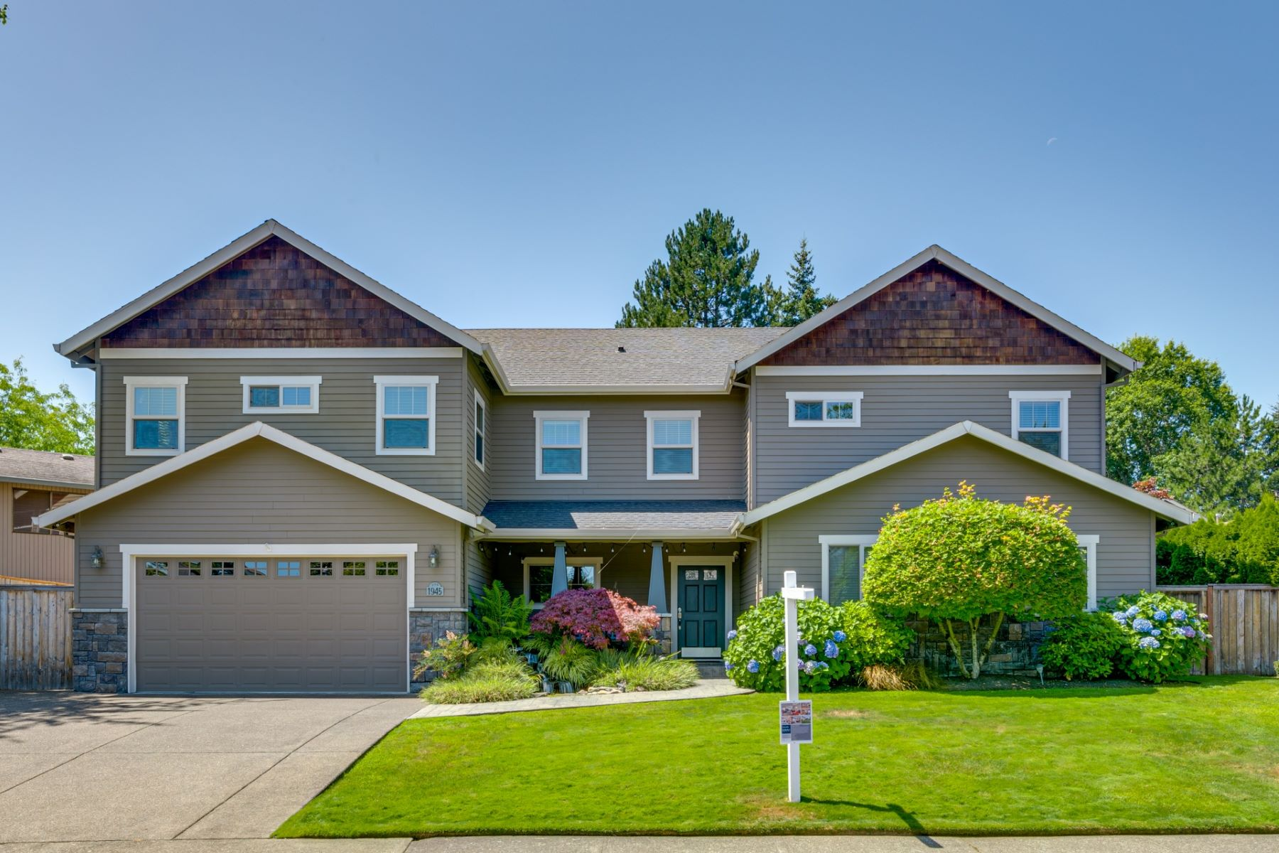 Single Family Homes for Active at 1945 NE Jamie Drive Hillsboro, Oregon 97124 United States