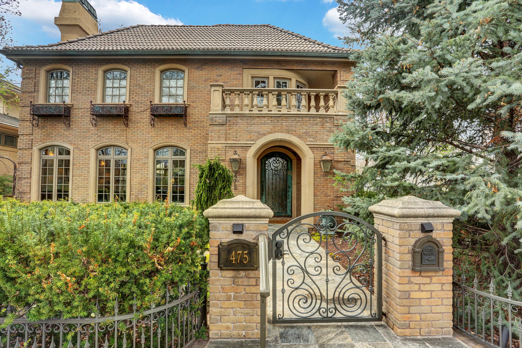 Single Family Homes для того Продажа на Incredible Mediterranean-Revival style home in the heart of Cherry Creek North 475 Madison Street, Denver, Колорадо 80206 Соединенные Штаты