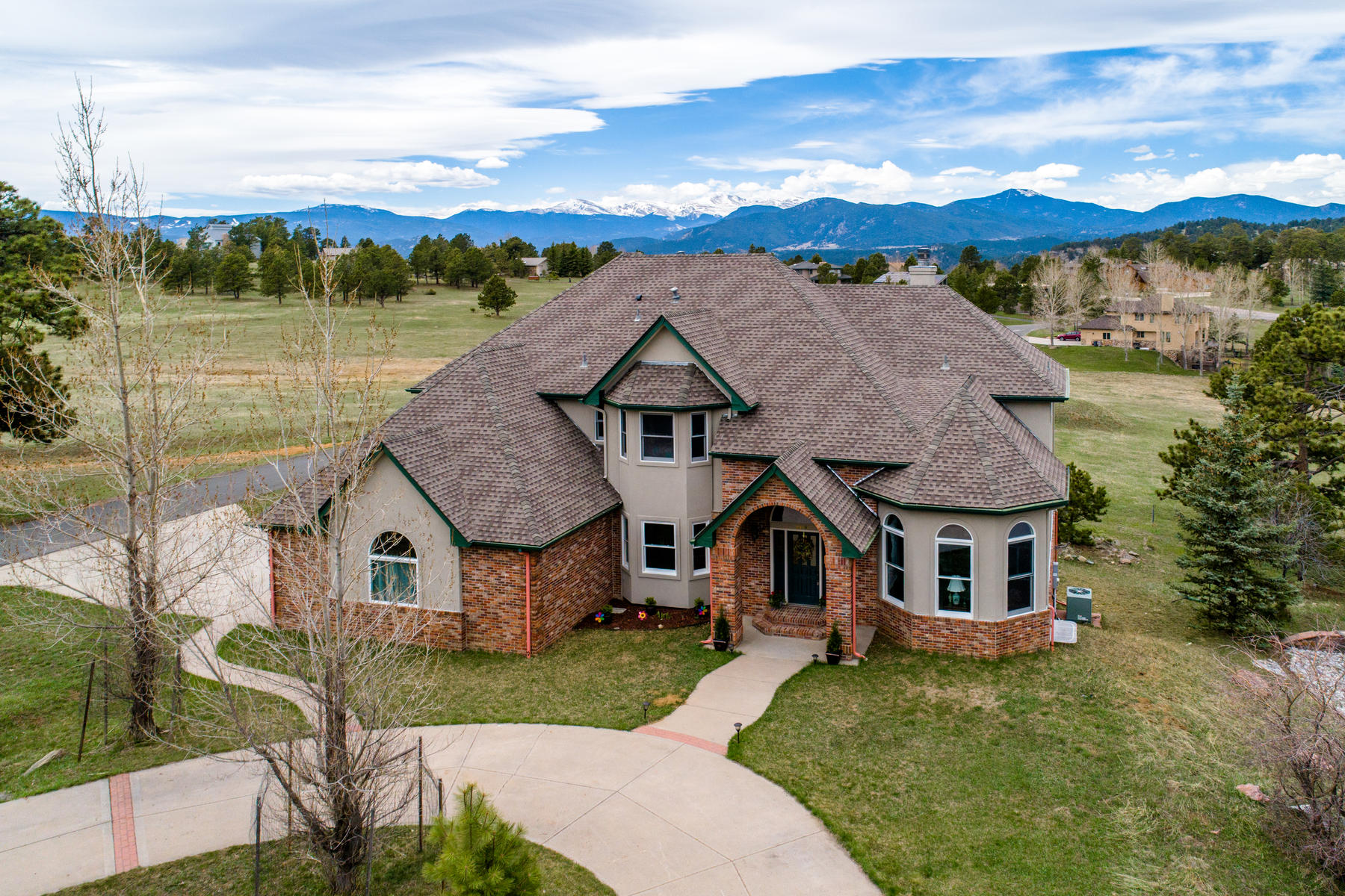 Single Family Homes pour l Vente à Recently remodeled with vast meadow and snow capped Mt. Evans views 23491 Morning Rose Drive, Golden, Colorado 80401 États-Unis