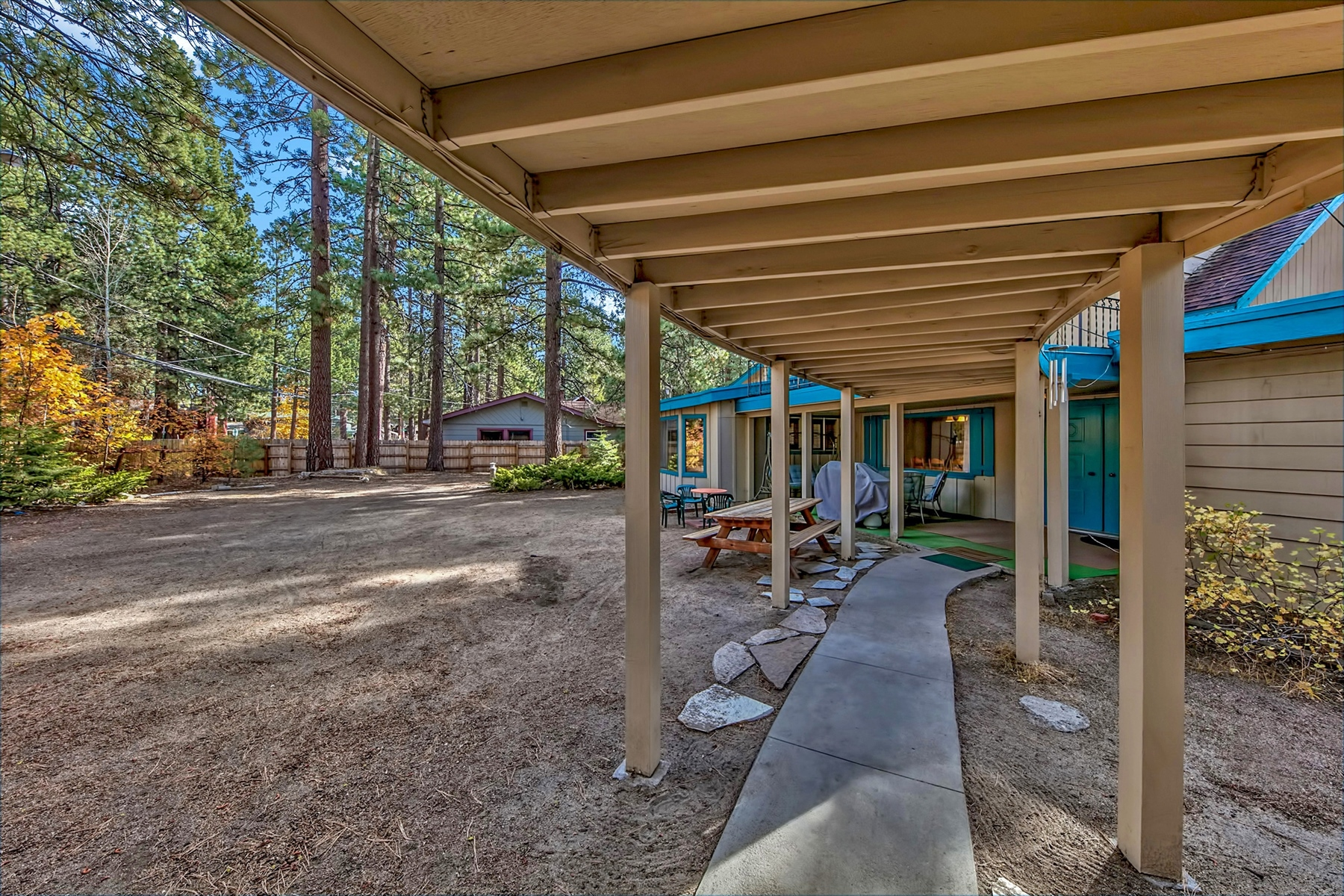Additional photo for property listing at 916 San Francisco 916 San Francisco South Lake Tahoe, California 96150 United States