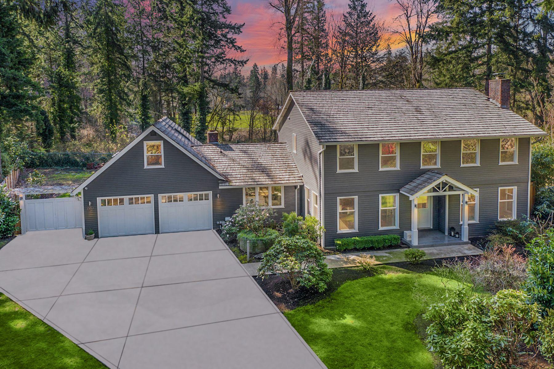 Single Family Homes 為 出售 在 Private Sahalee Estates 2213 Sahalee Dr W, Sammamish, 華盛頓州 98074 美國